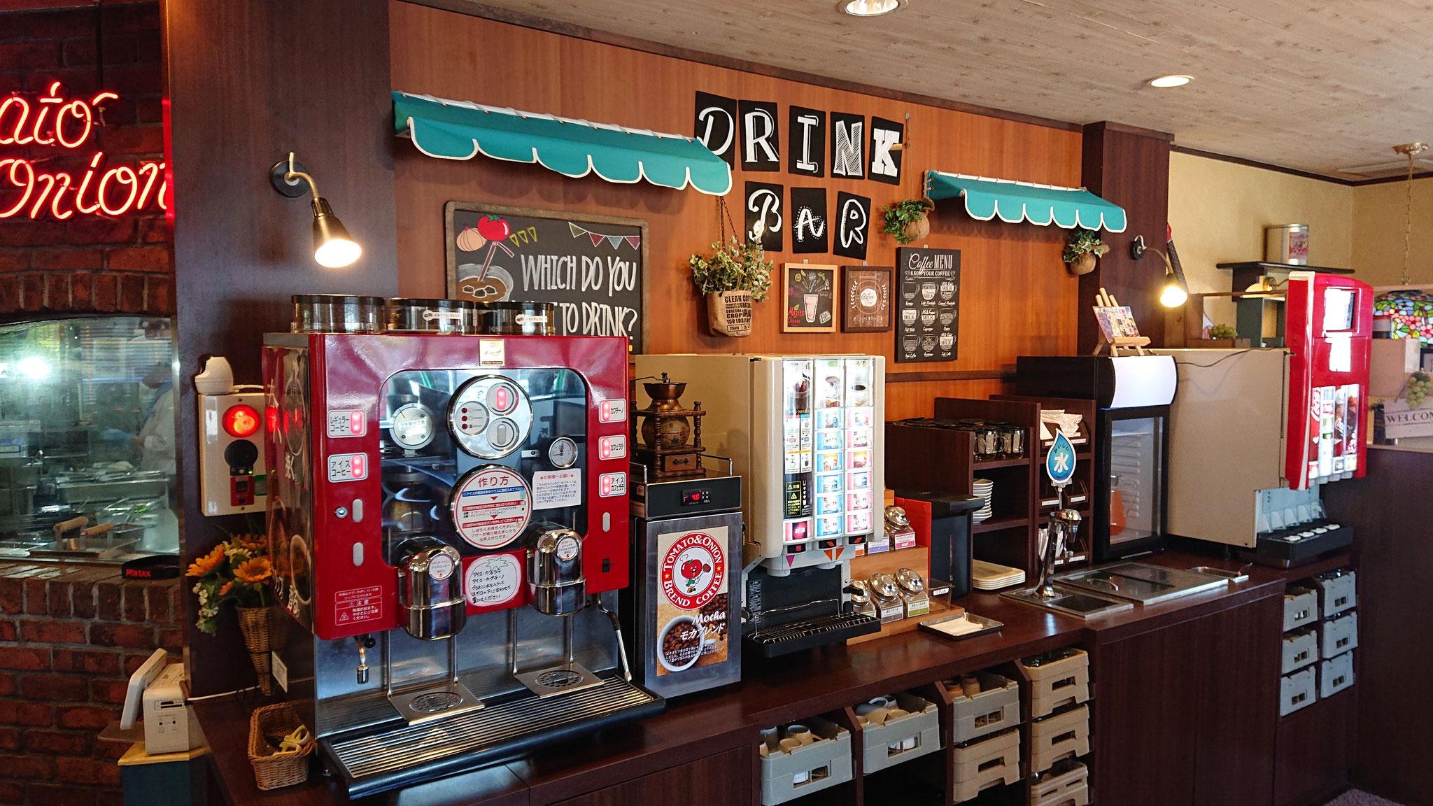 ドリンクバーのコーヒーマシンは中の抽出の流れが見えて面白いスケルトン