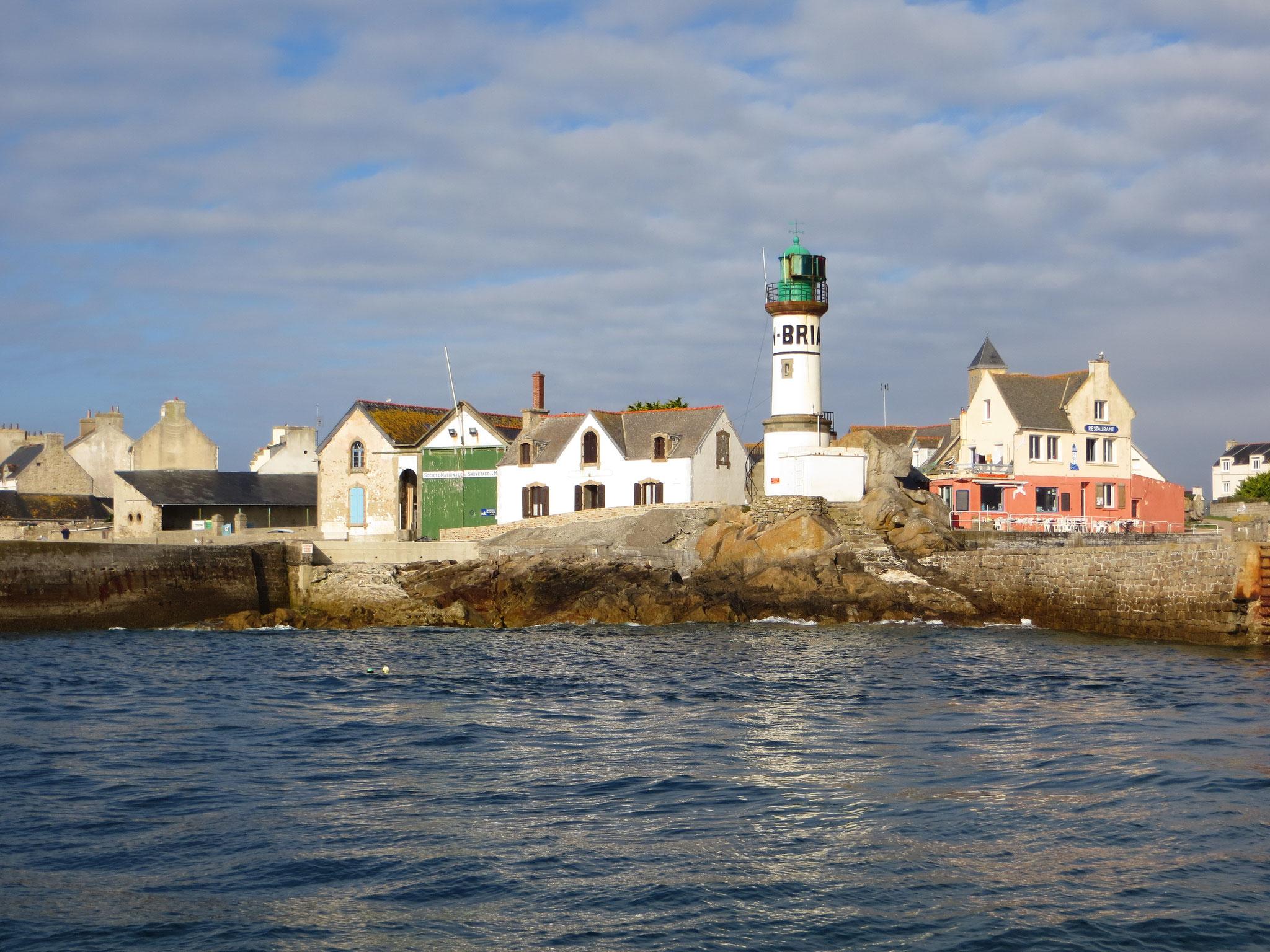 Die Ile de Sein in der West-Bretagne wird nur selten von Seglern angelaufen wegen der zahlreichen Untiefen in der Ansteuerung
