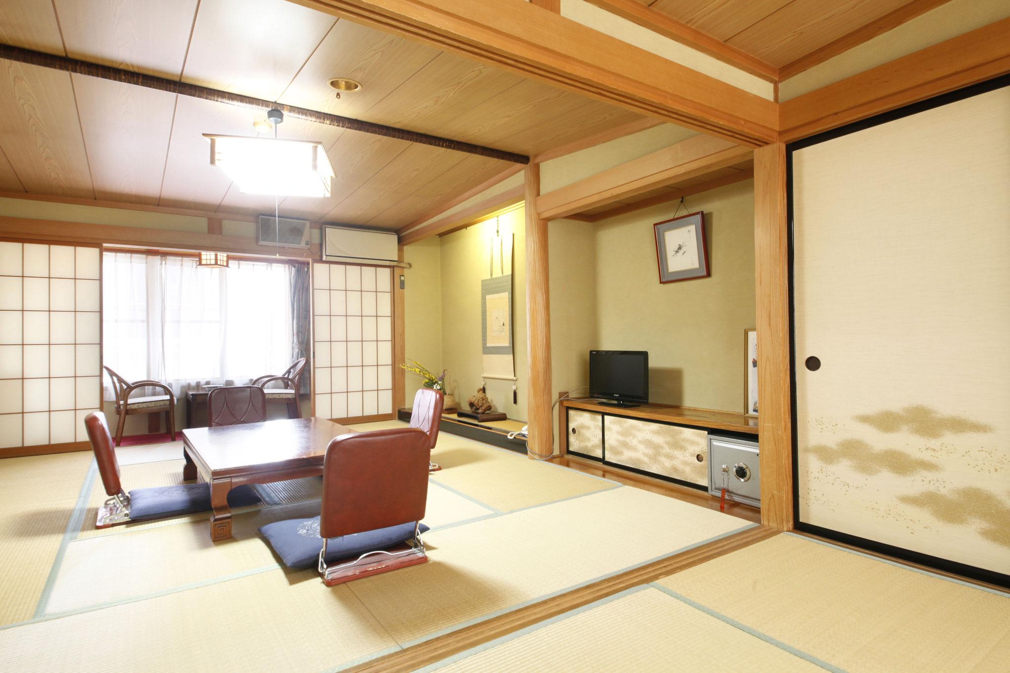 また二部屋続きのお部屋もございます。そちらのお部屋ですと、七人くらいで  宿泊しても広いですので大丈夫です。ご予約の際に、ご相談ください。