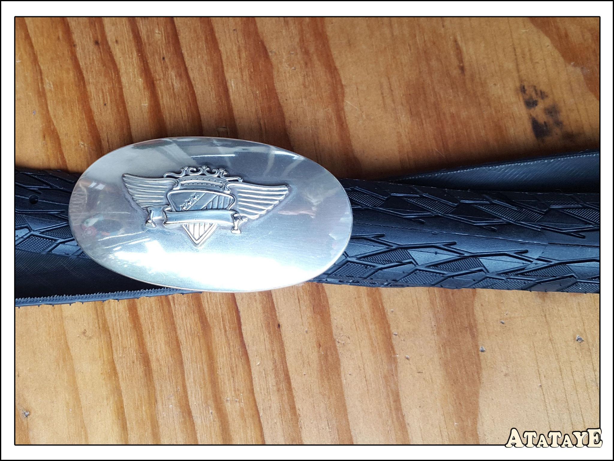 Atataye trouve la gomme qui s'adapte à votre boucle de ceinture