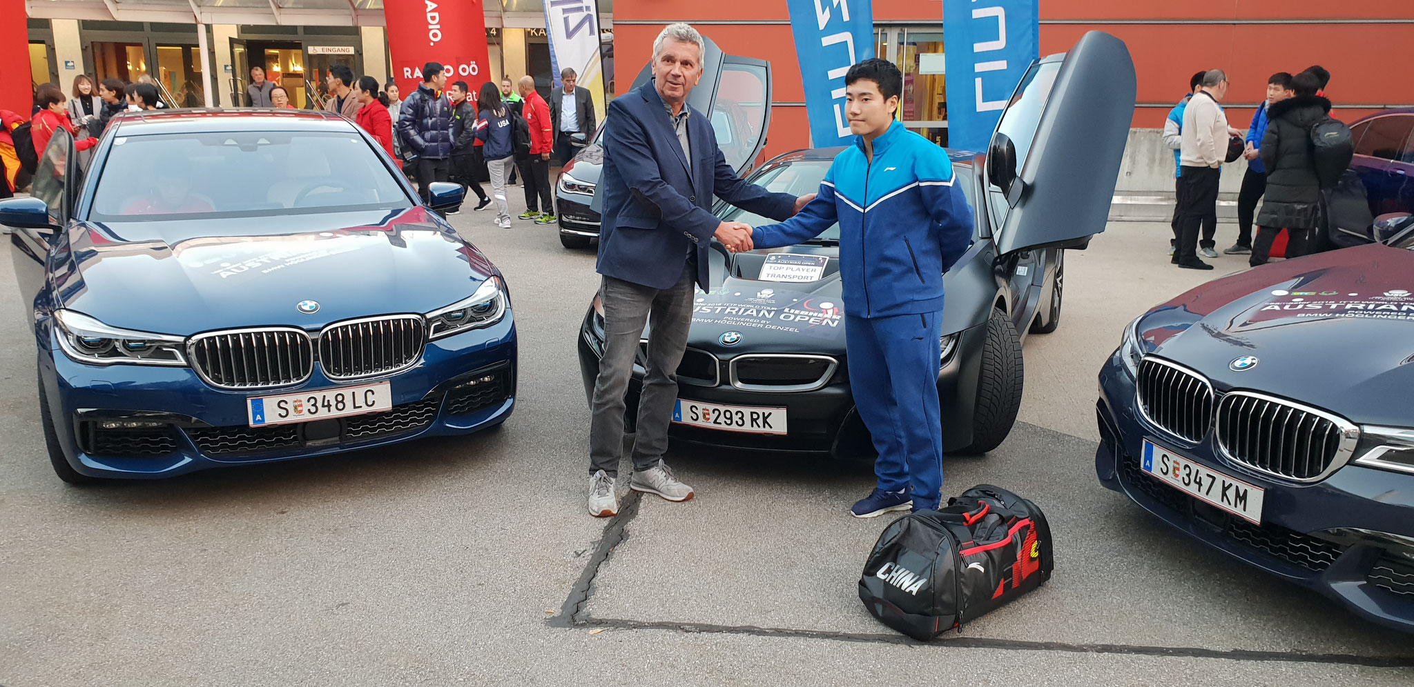 Foto Froschberg - Michael Schmidt von BMW Denzel Höglinger gratuliert Sensationsmann Liang Jingkun zum Sieg bei den LIEBHERR AUSTRIAN OPEN 2018