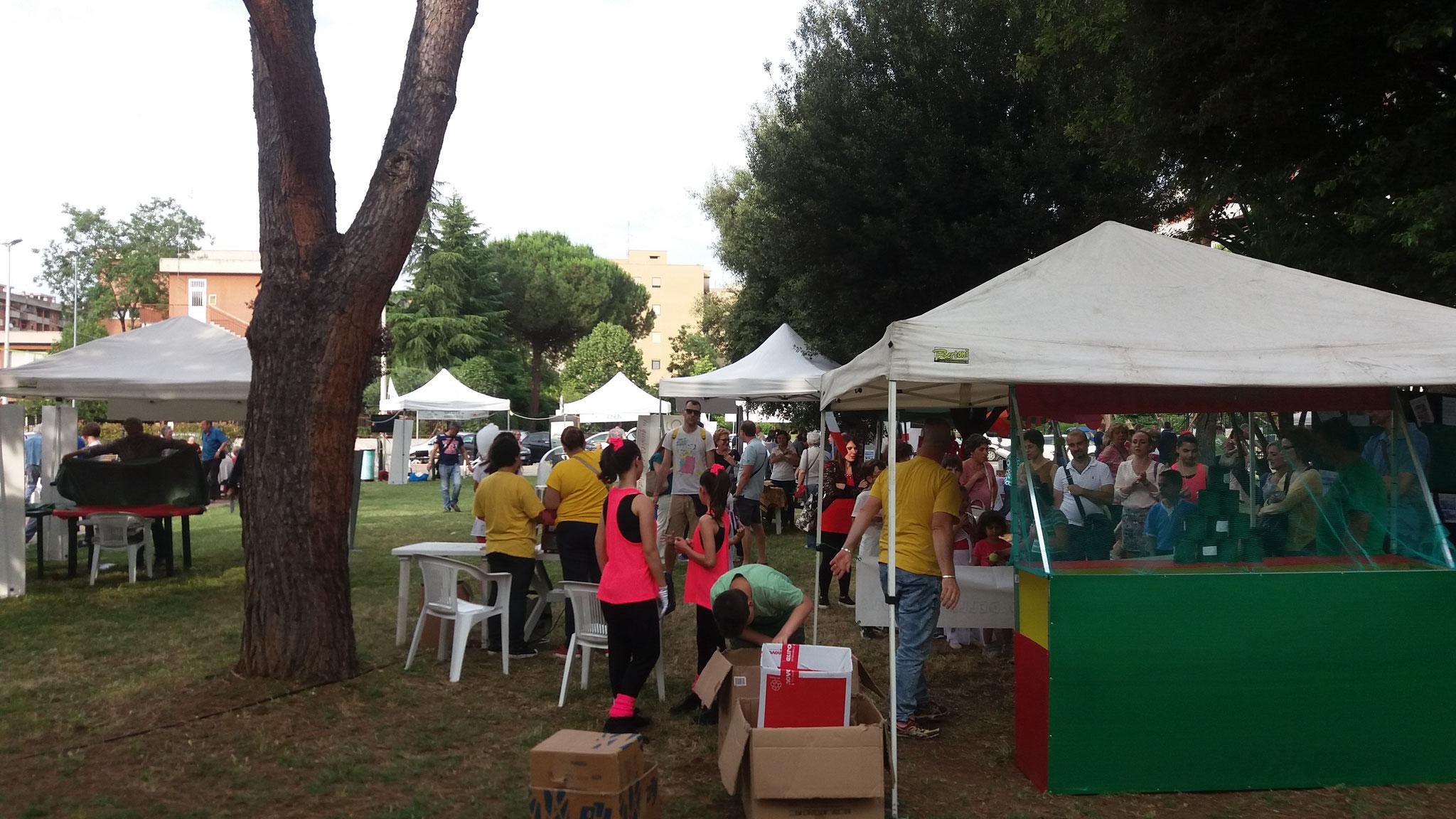 """Vista degli stand della Festa de """"l'Anfiteatro 2016"""""""
