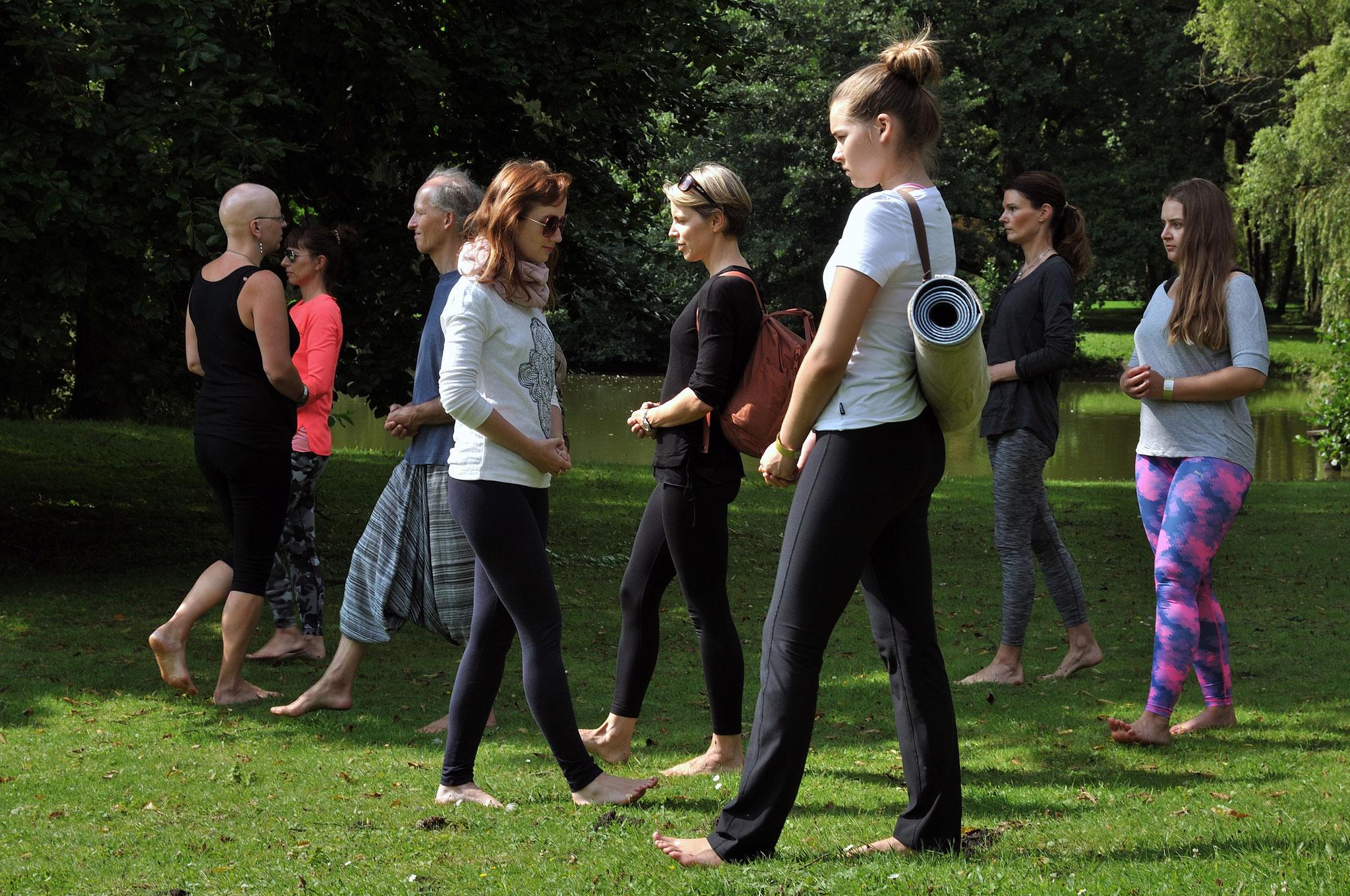 Gehmeditation mit Nina im Bürgerpark. Foto: Elisabeth Stumpf