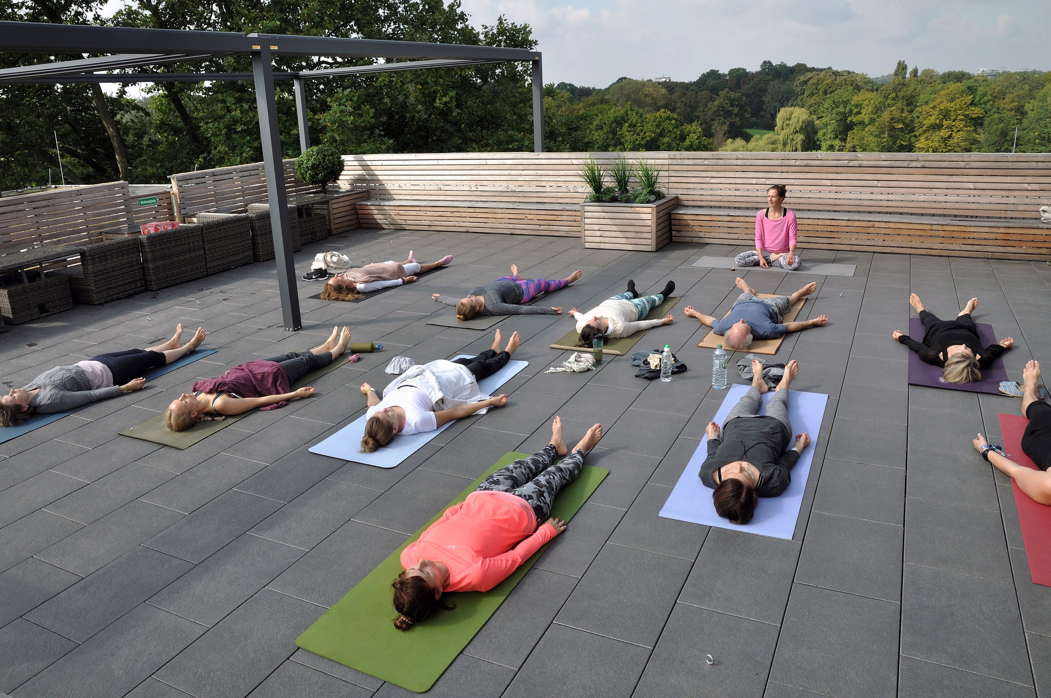 Rooftop Ashtanga Yoga mit Friederike. Foto: Elisabeth Stumpf