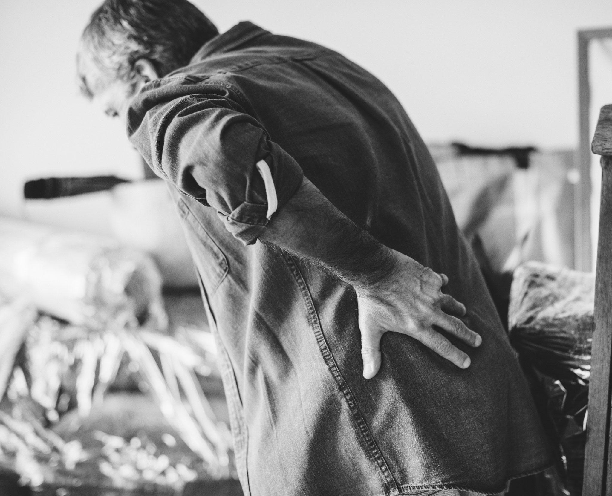 Dans les années 1960, le Dr GOODHEART (chiropracteur) montre que les muscles tendus ou contracturés, à l'origine des douleurs, doivent leur état à la faiblesse des muscles antagonistes. La solution est donc de renforcer le muscle affaibli à l'aide du test