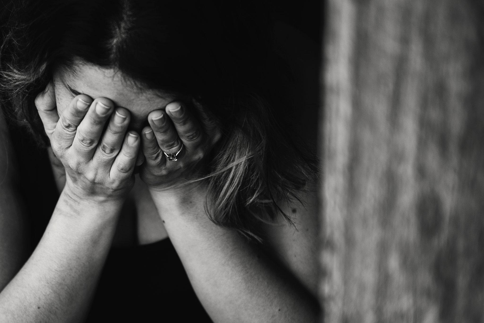 """Le Dr DIAMOND (psychiatre) met au point la technique de  """"Stress sans dé-tresse""""qui fait le lien entre l'énergie et l'émotion. En fonction des ambiances des méridiens, il met au point une série d'affirmations positives par méridien qui permettent de trans"""