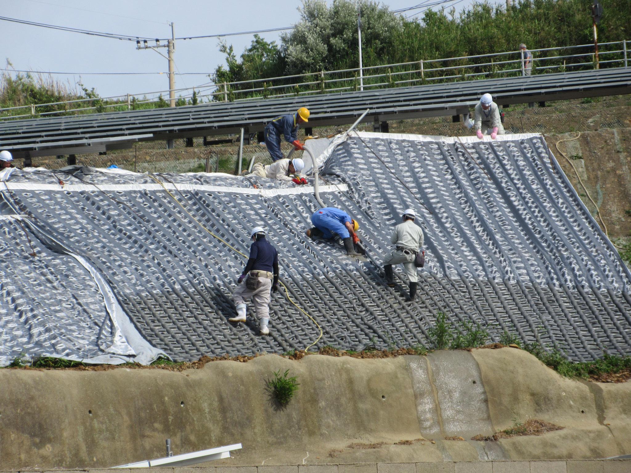 法面保護+防草(布製型枠コンクリート)