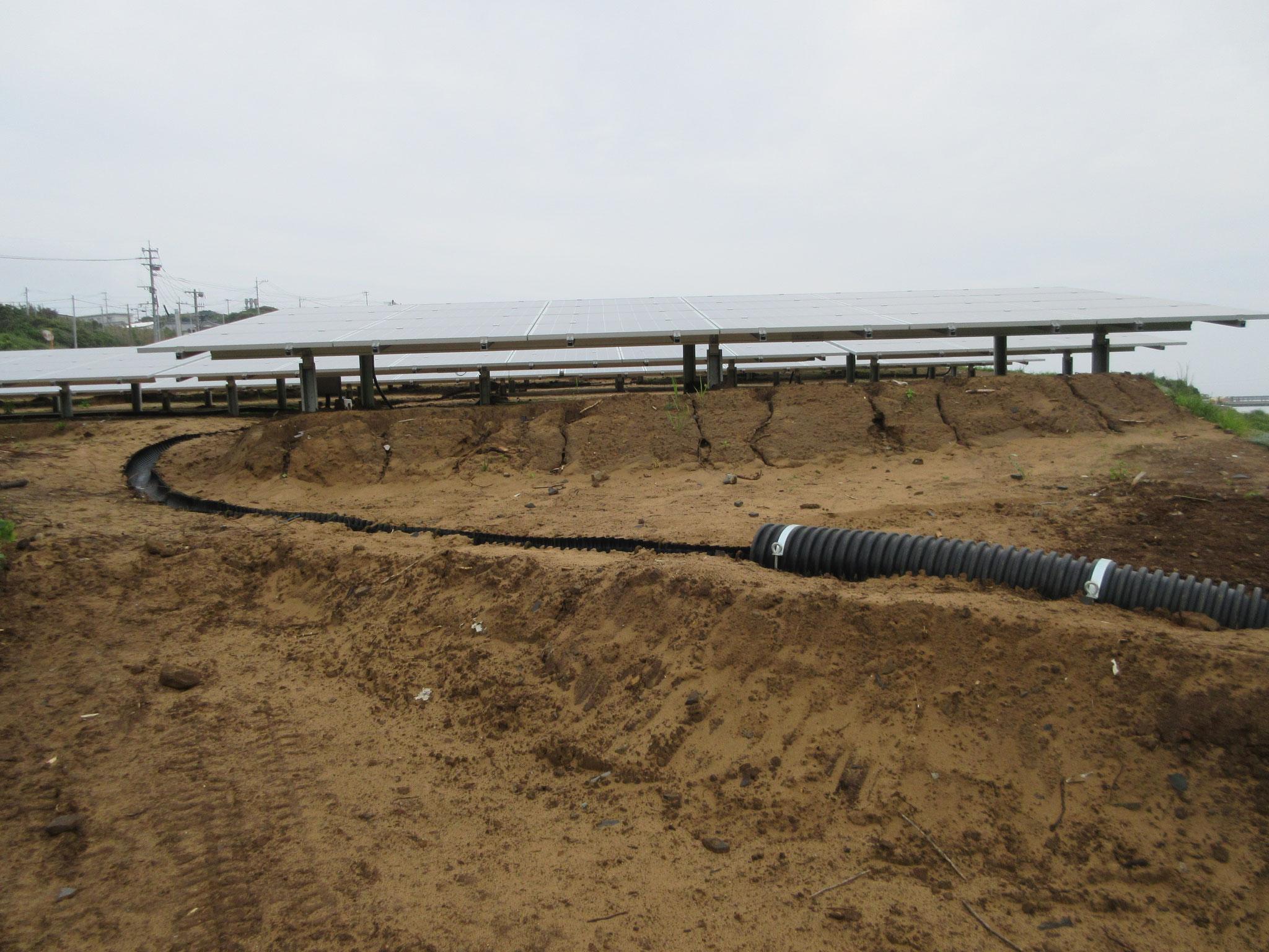 雨水排水半割+丸ジャバラ管