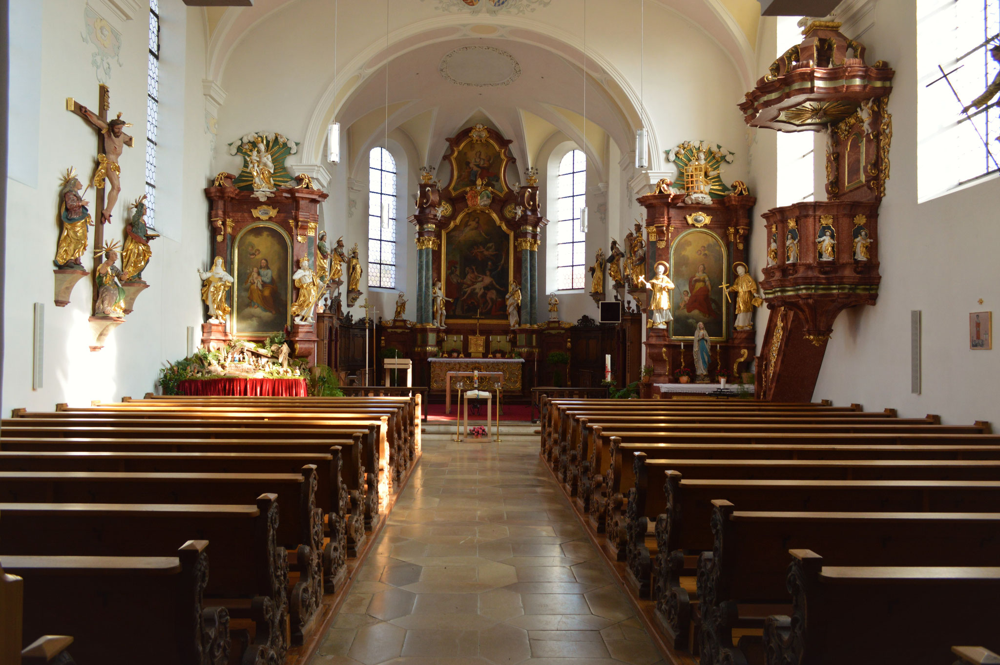 Mittelschiff und Altarraum