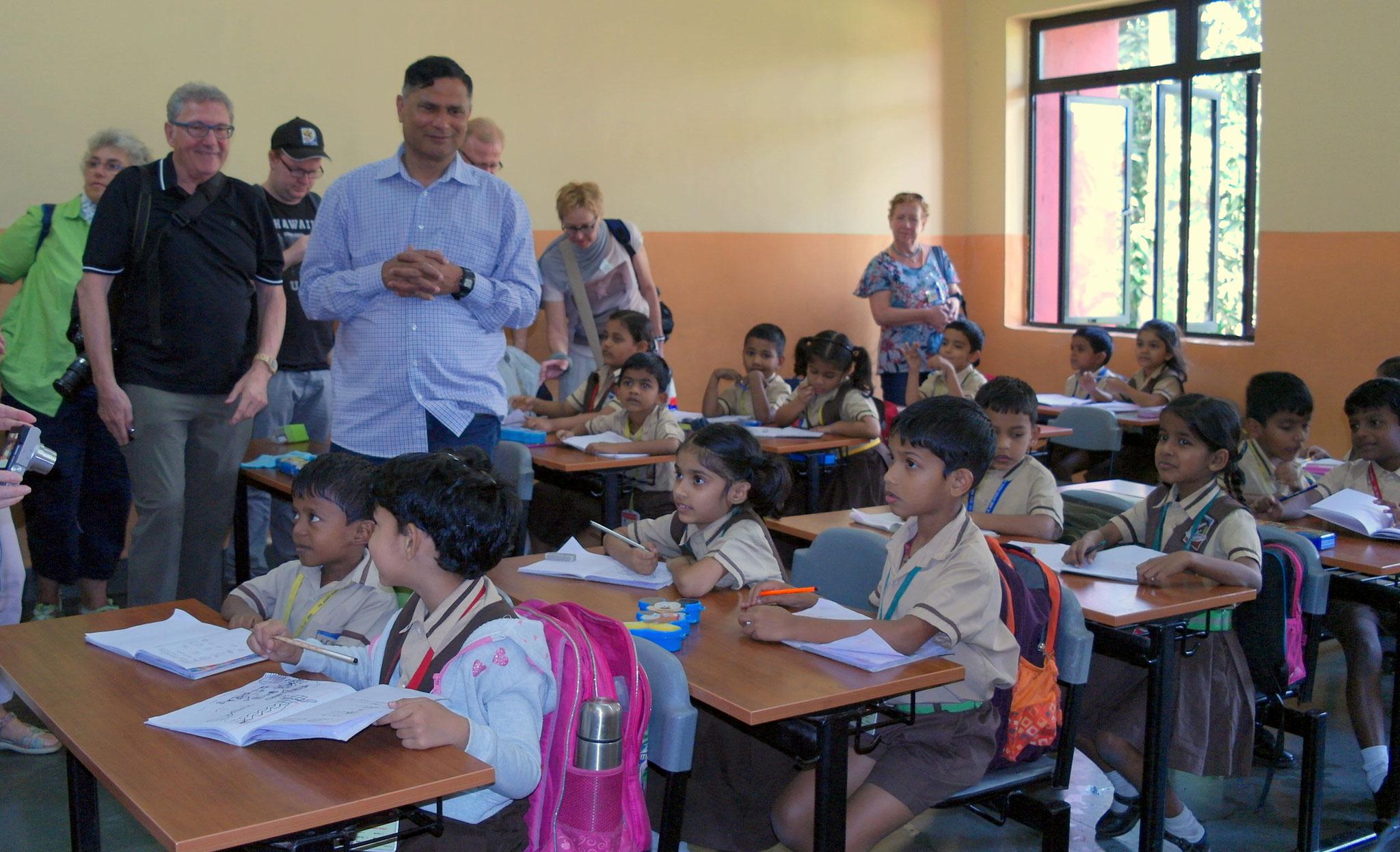 Besuch der Pater-Agnelo-Zentralschule mit Übergabe einer Spende.
