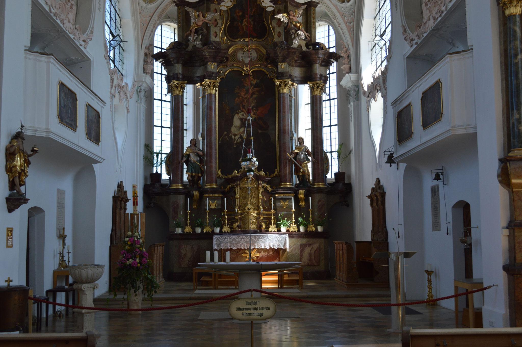 Altarraum der Pfarrkirche