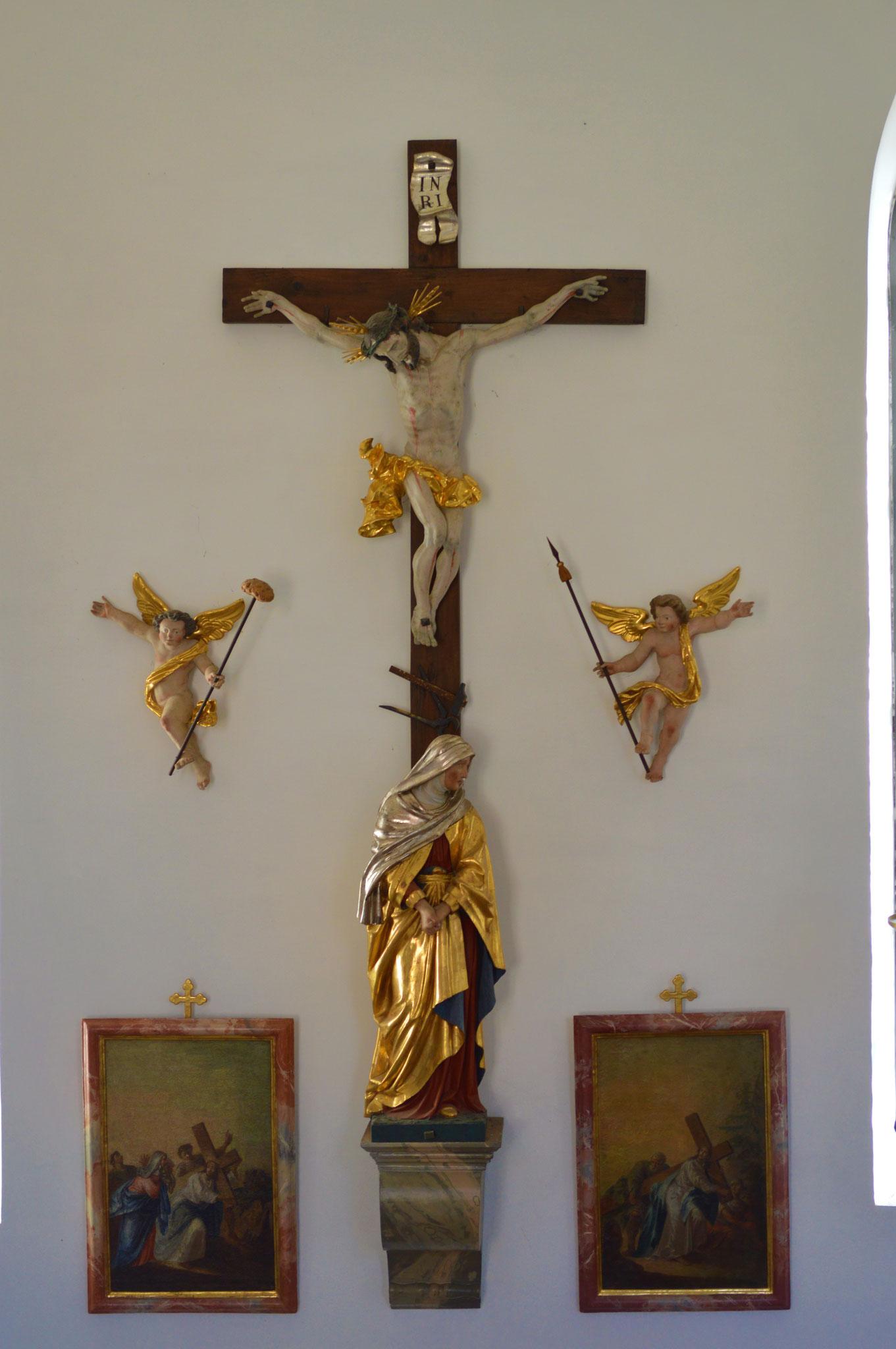 Seitliches Kreuz auf der Südseite des Altbaus