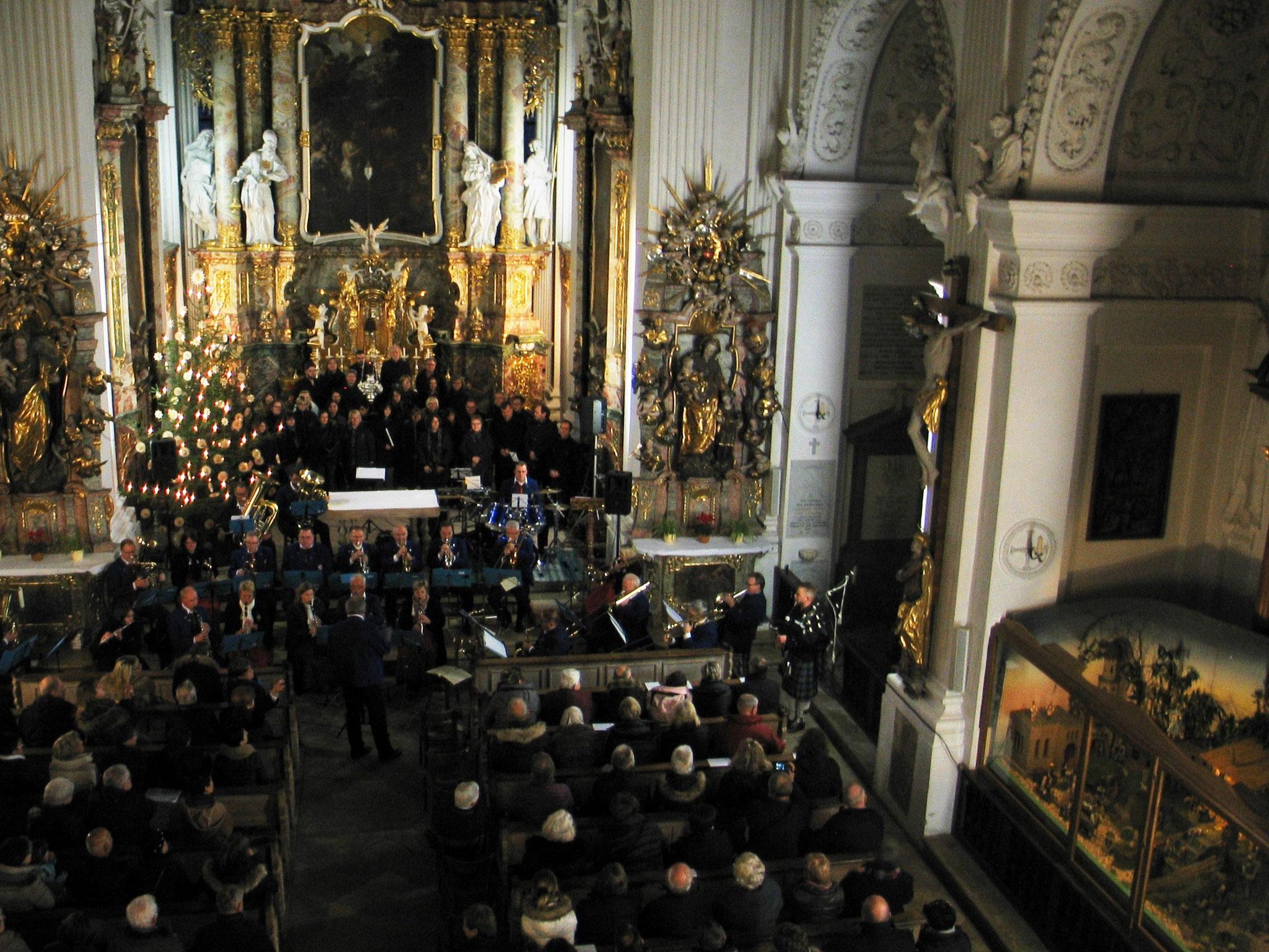 schenkten den begeisterten Besuchern ein wunderbares Konzert in der Klosterkirche Holzen: die Stadtkapelle Gersthofen, Leitung Bernhard Hoffmann, die Gruppe Delicious der Sing- und Musikschule Gersthofen und der Erwachsenenchor der Sing- und Musikschule