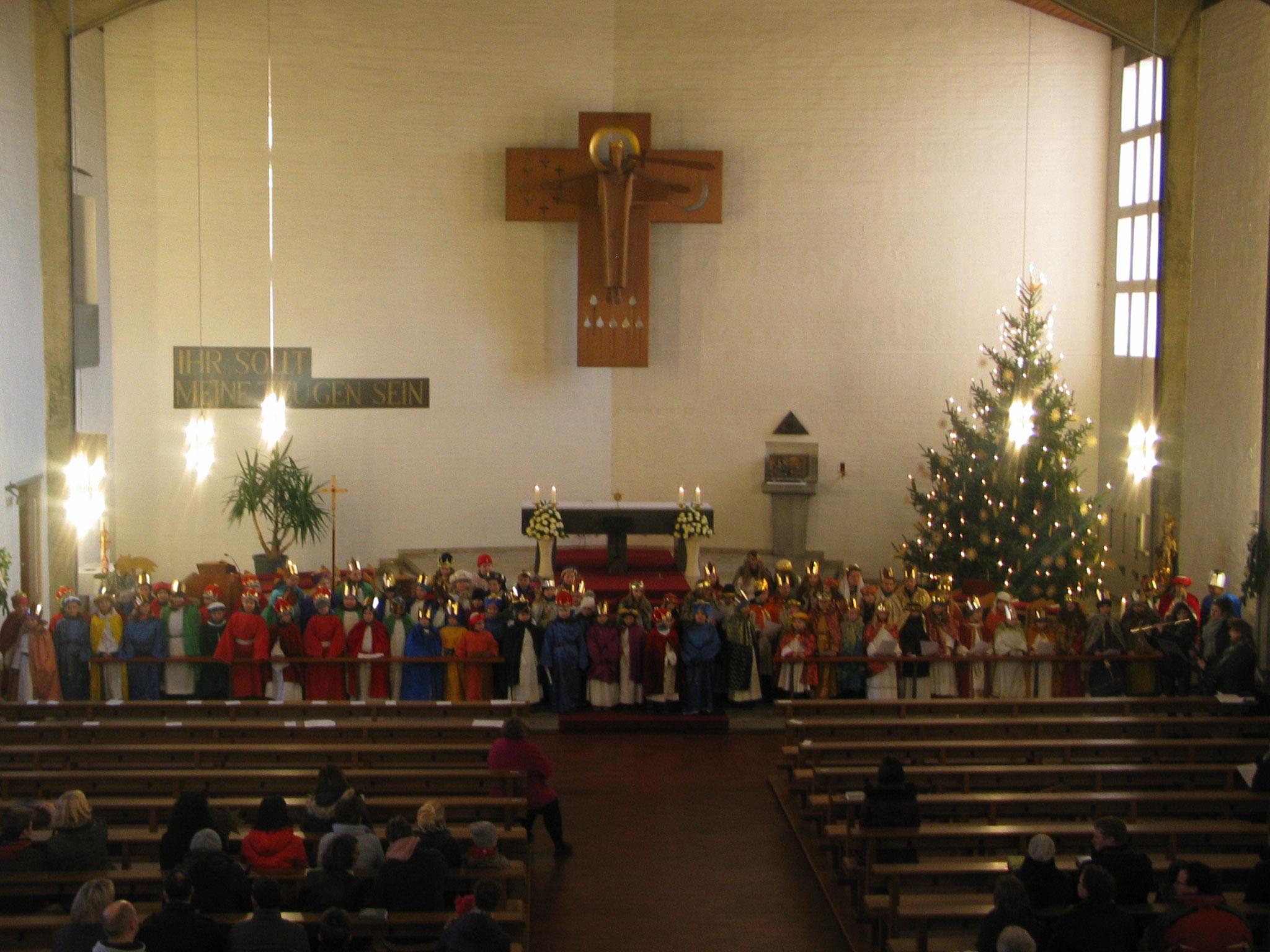 Aus der Pfarreiengemeinschaft nahmen rund 120 Sternsinger beim Festgottesdienst am Dreikönigstag in der Christkönigskirche in Nordendorf teil