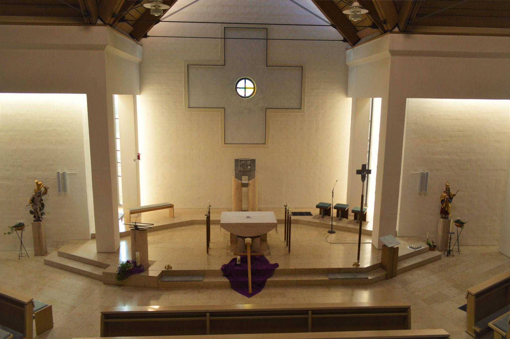 Altarraum des Neubaus