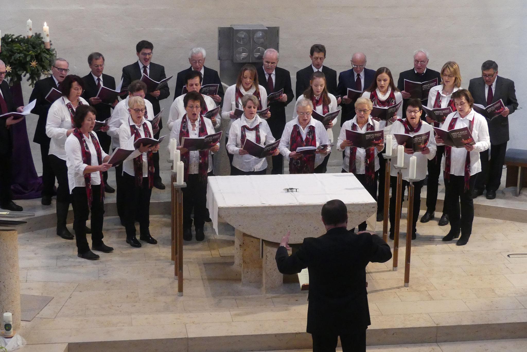 Alljährlich gestaltet der Ellgauer Kirchenchor unter Leitung von Konrad und Elke Eser den zweiten Teil der adventlichen Stunde in der Pfarrkirche St. Ulrich
