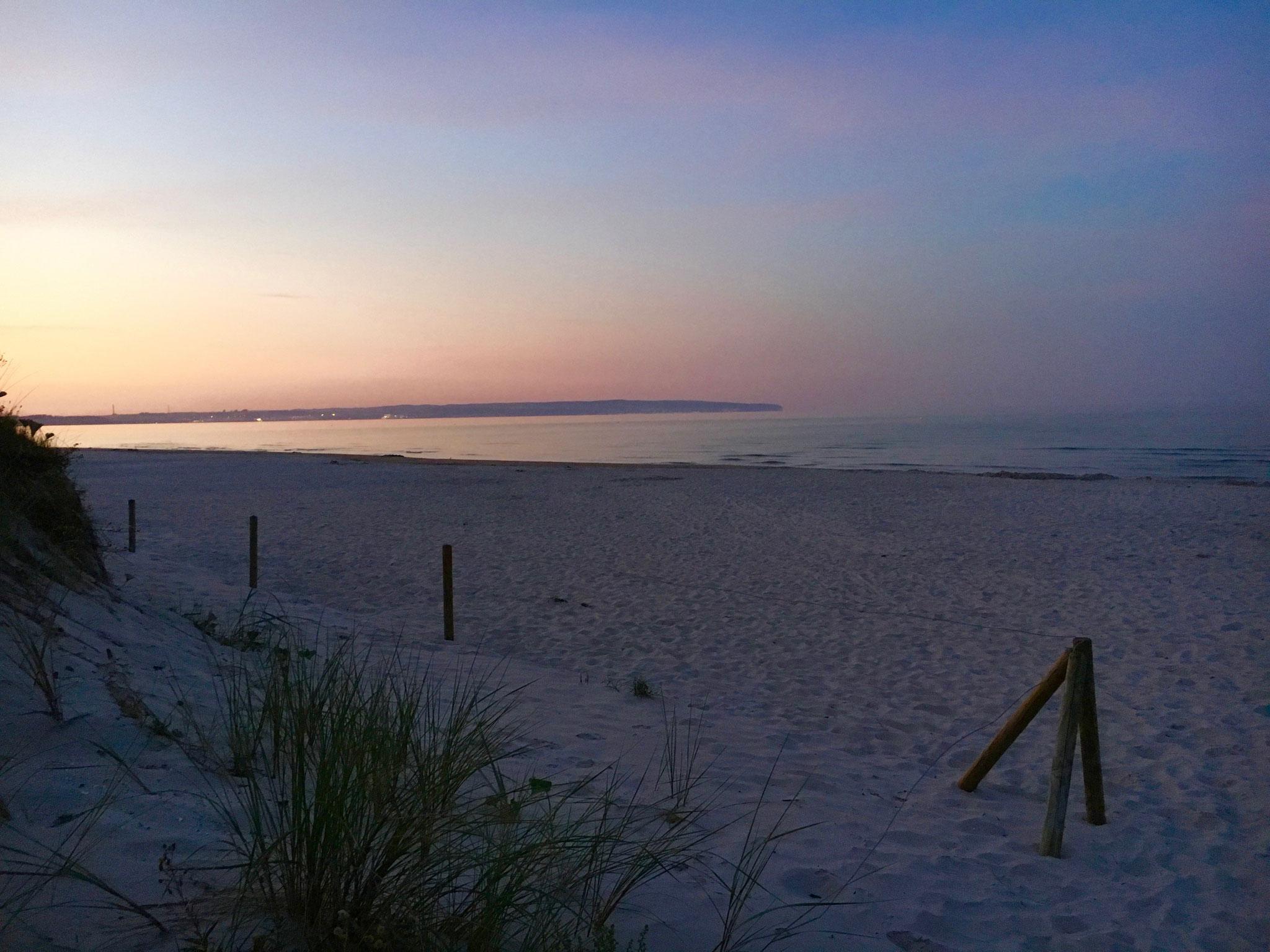 Sonnenuntergang am Sandstrand auf Rügen