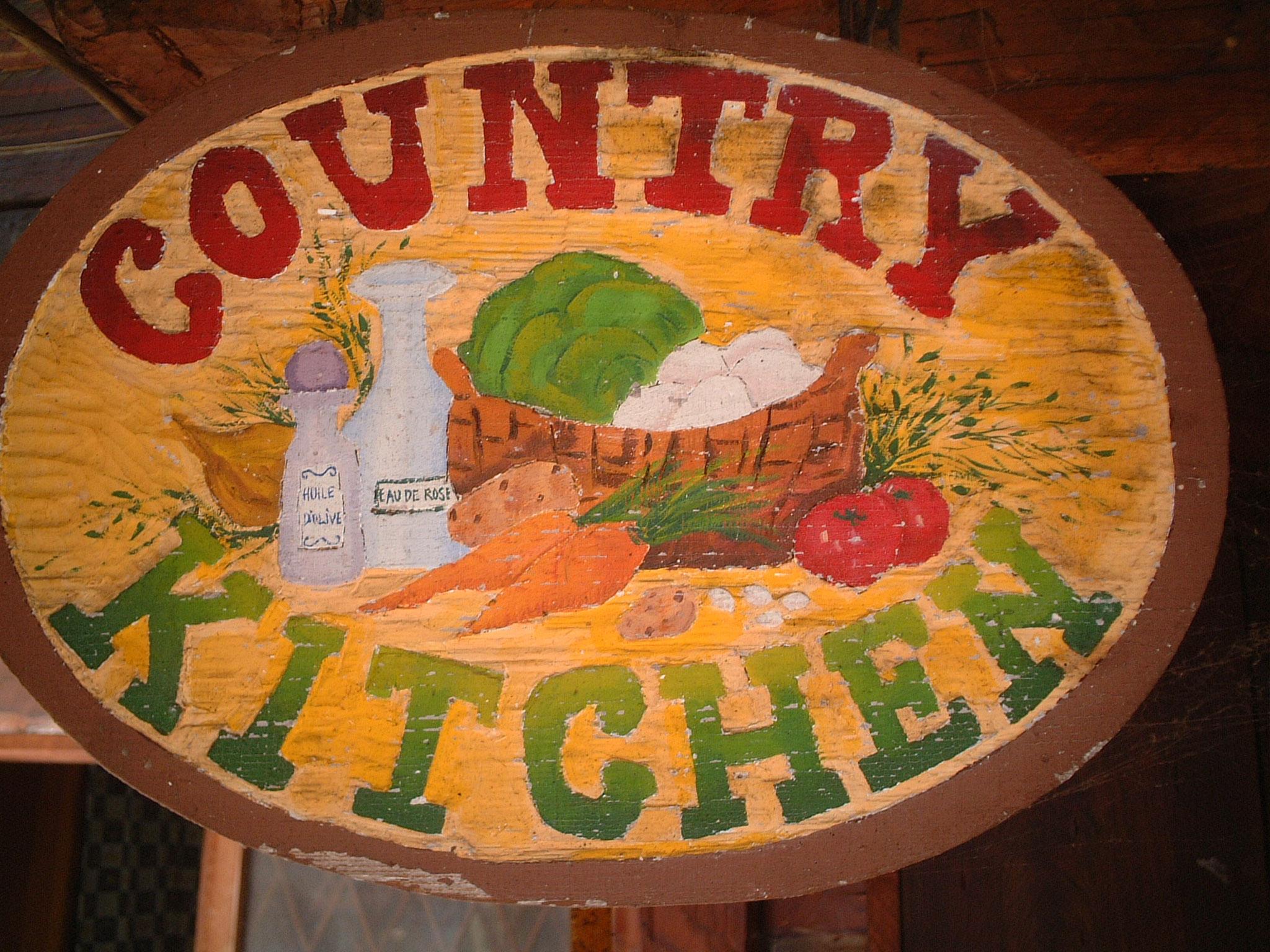 ⑤そんな中、夏のハイシーズンに近くのペンションビレッジのお客様に売っていた焼きとうもろこしが良く売れたのがきっかけで、料理が主な収入源となっていたので、カナディアンファームでは農のある生活を目指しながらもレストランが本業のようになっていったのです。