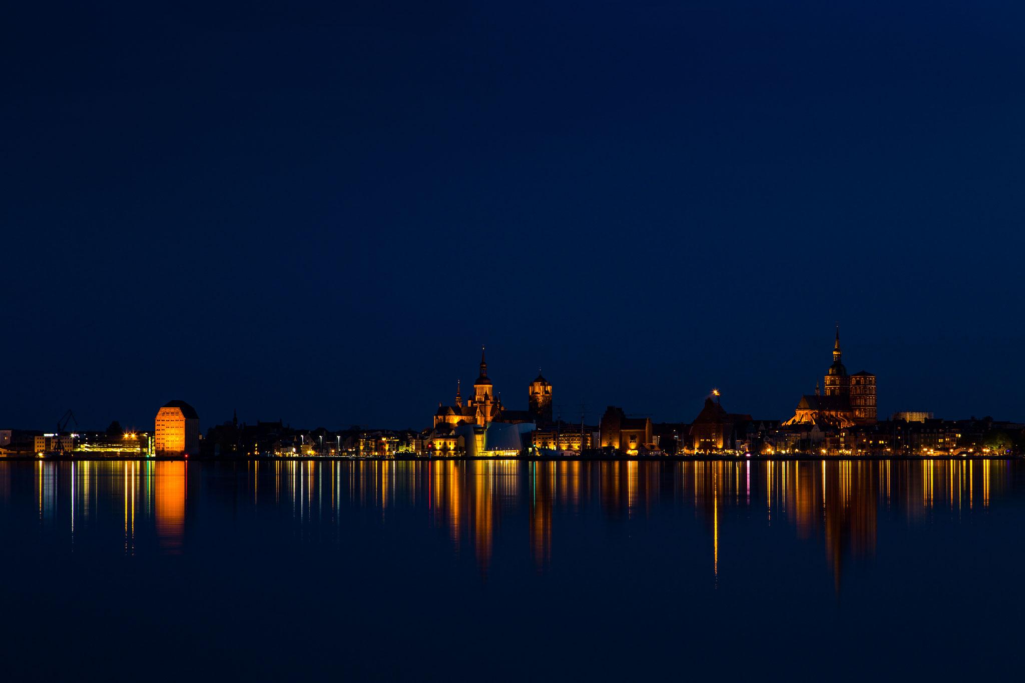 Marlis Becker:  Blaue Stunde in Stralsund