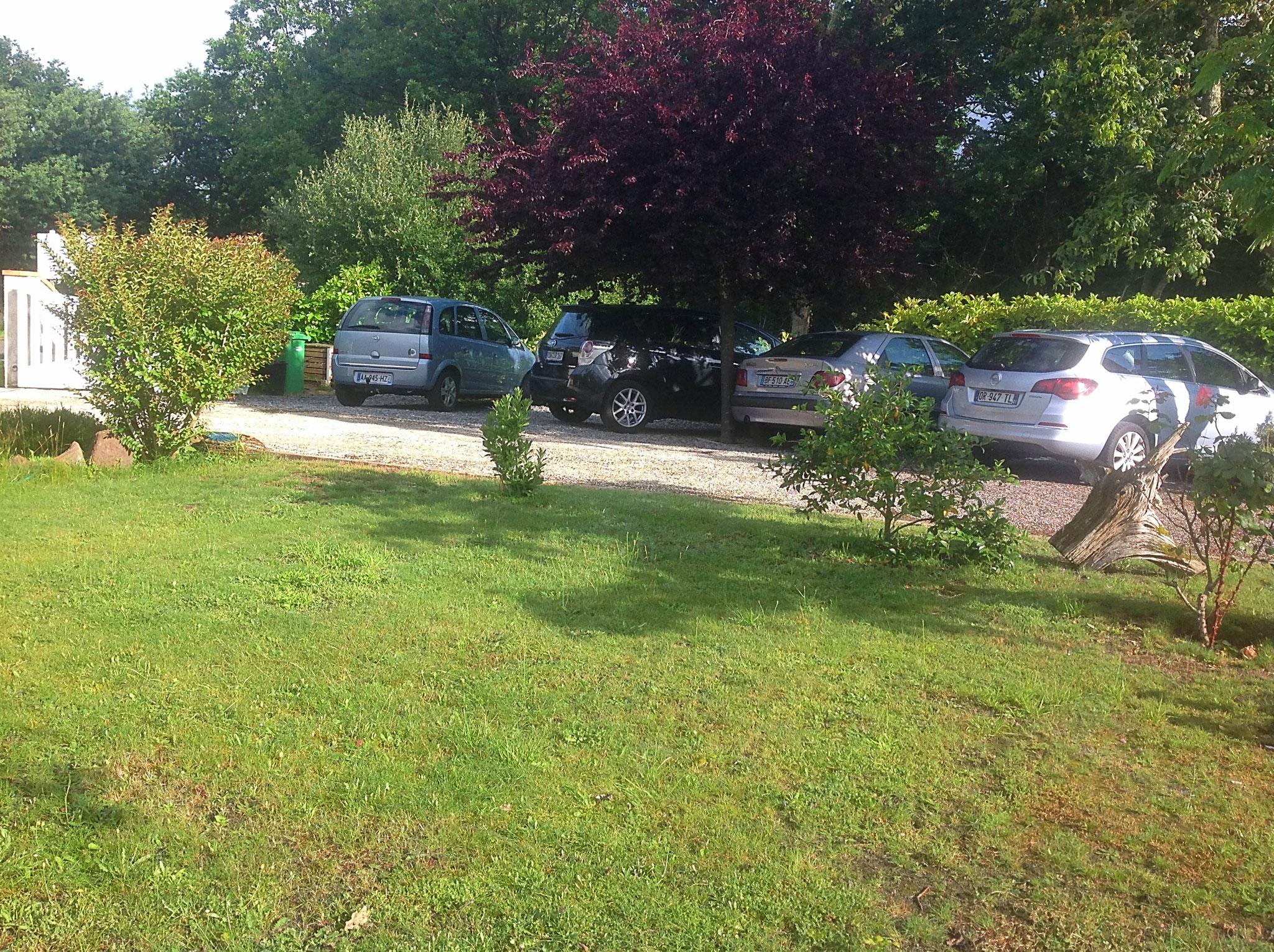 Parking LES ARUMS DE SANGUINET chambres d'hôtes près du Bassin d'Arcachon
