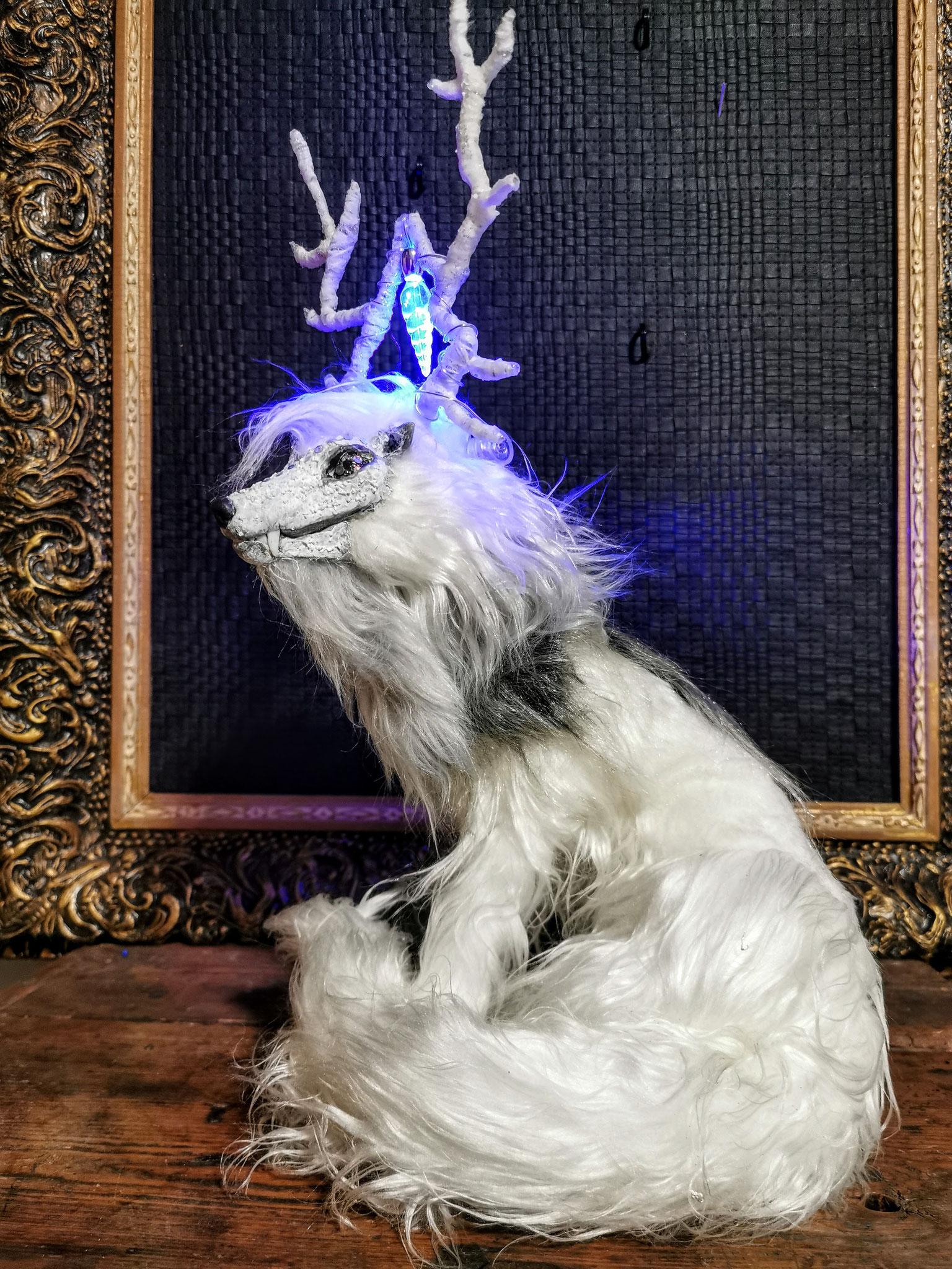 Gehörnter Winterwolf