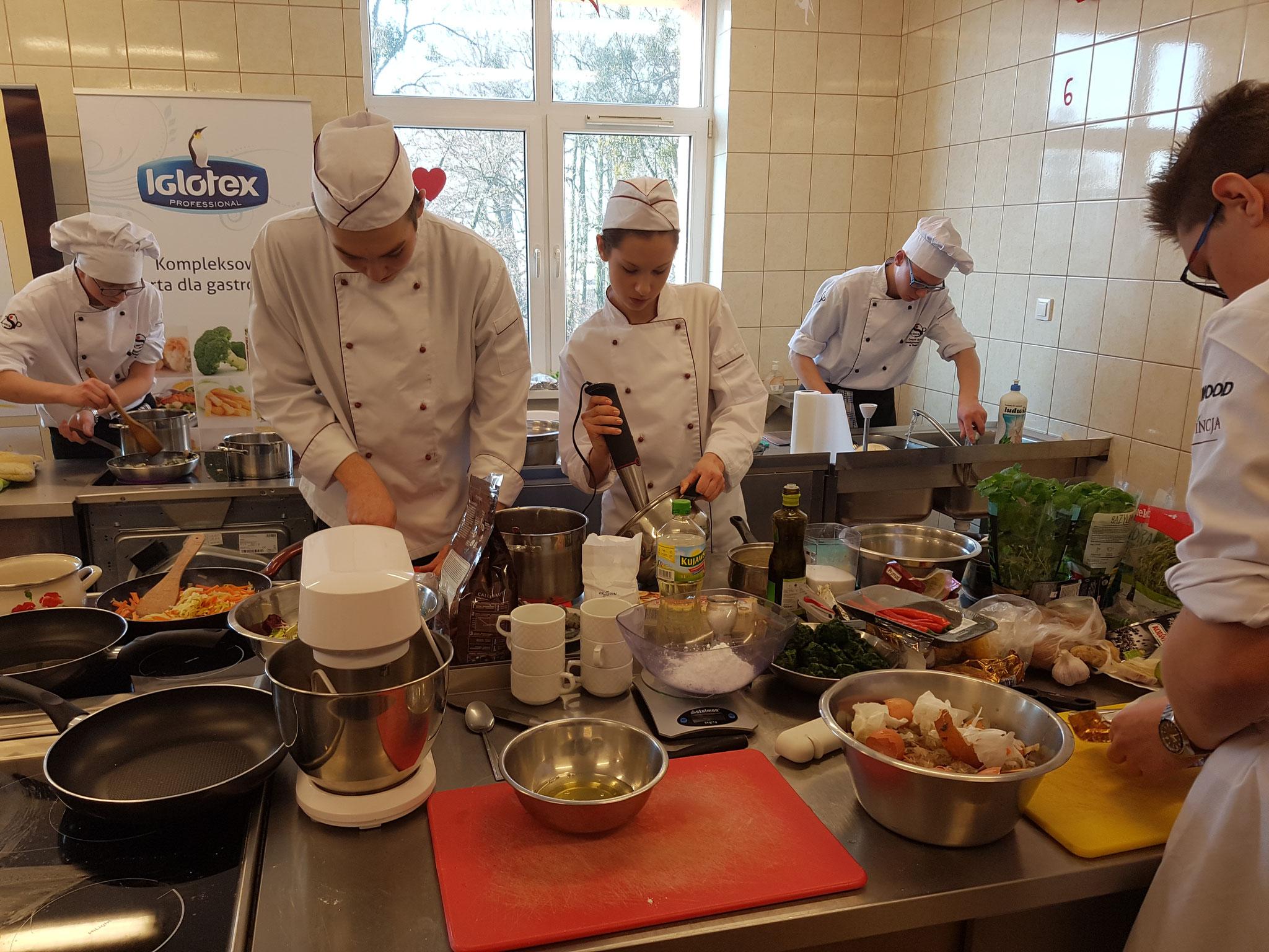 Besuch beim Kochwettbewerb in der Berufsschule Grubno