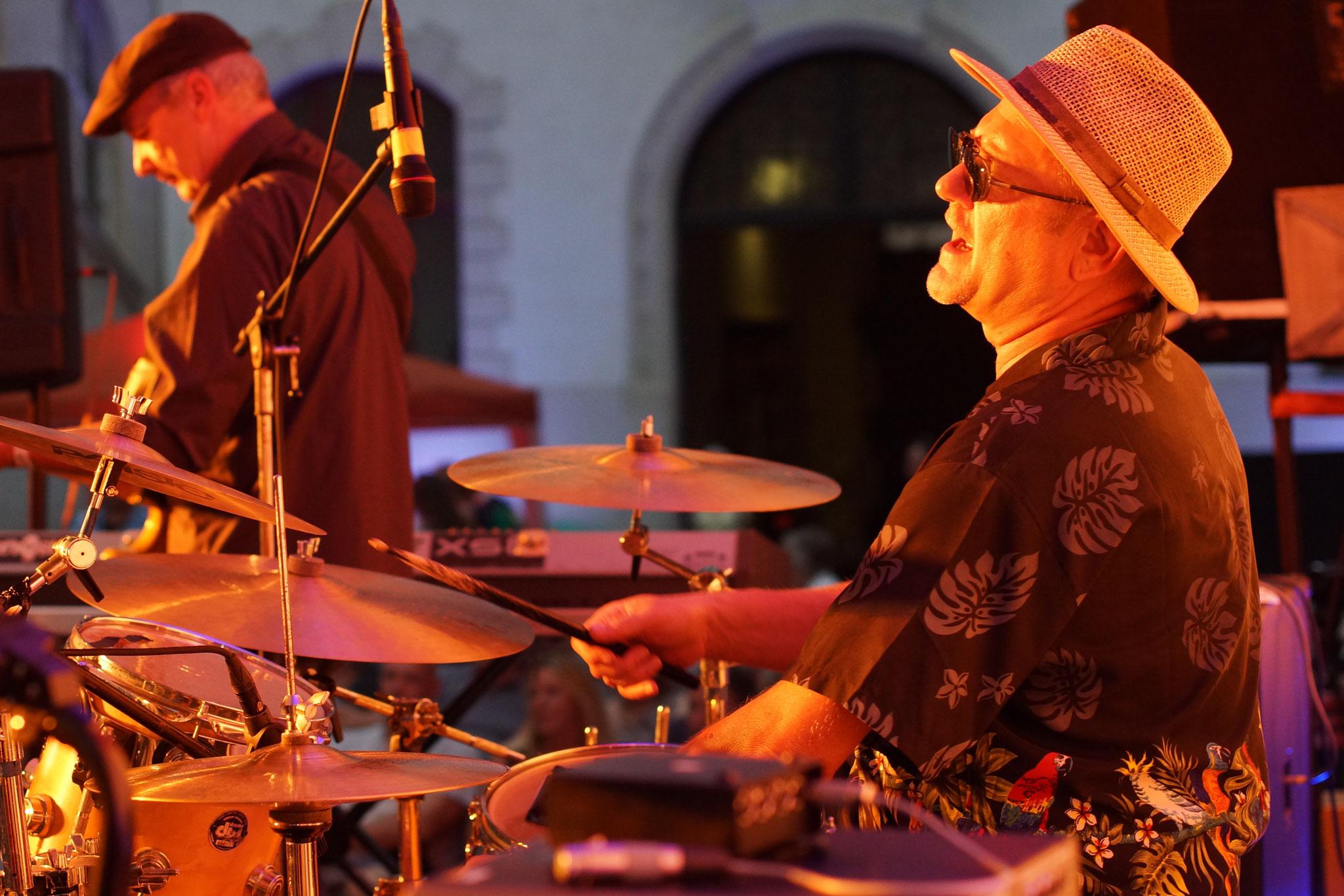 Konzerte im Bürgerhof 08.07.16 VOXI & die Zechpreller - Freiwilligen-Zentrum Augsburg - Foto: Crayfish