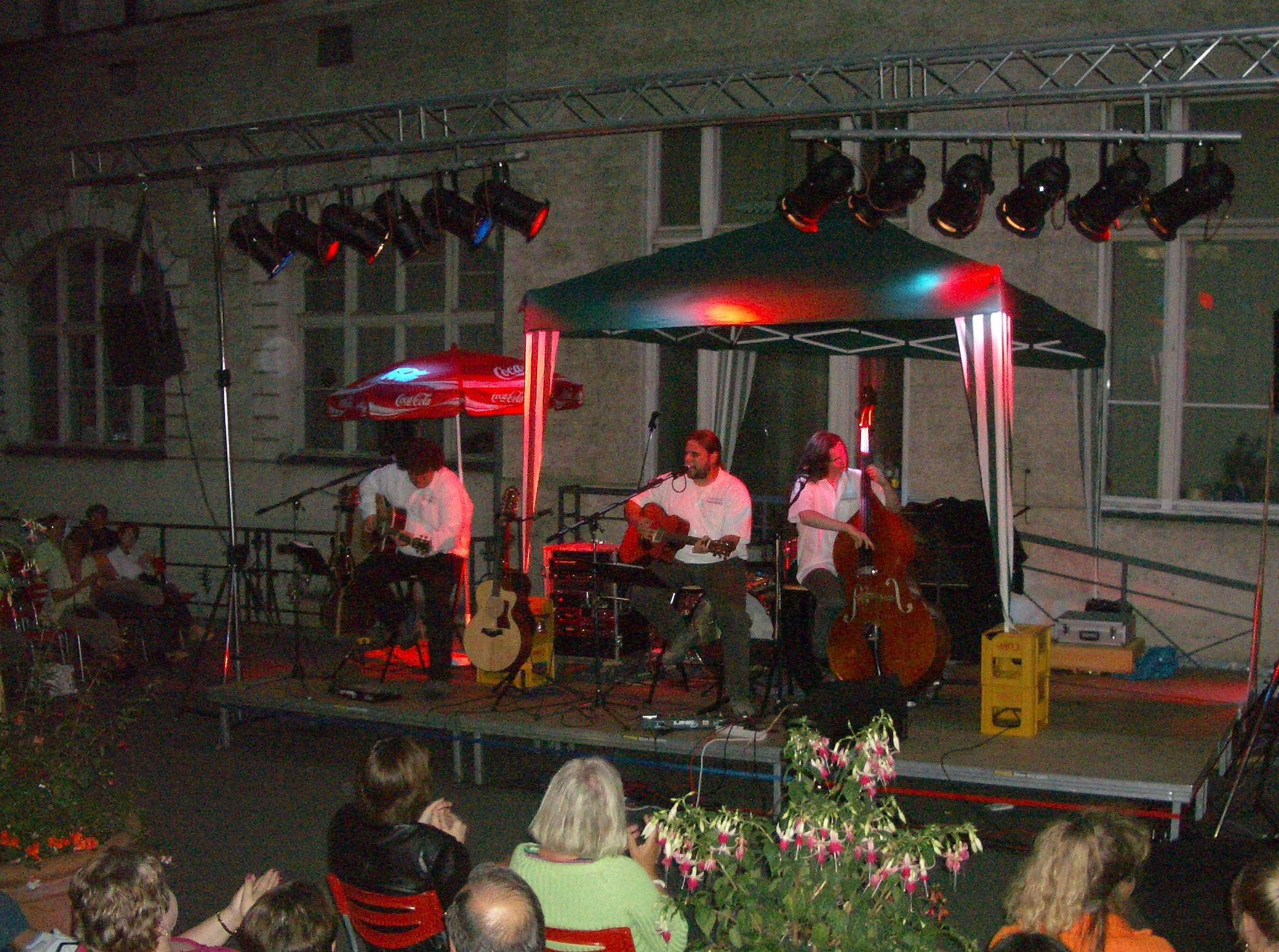 Konzerte im Bürgerhof 2006 Acoustic Revolution - Freiwilligen-Zentrum Augsburg - Foto: Wolfgang F. Lightmaster