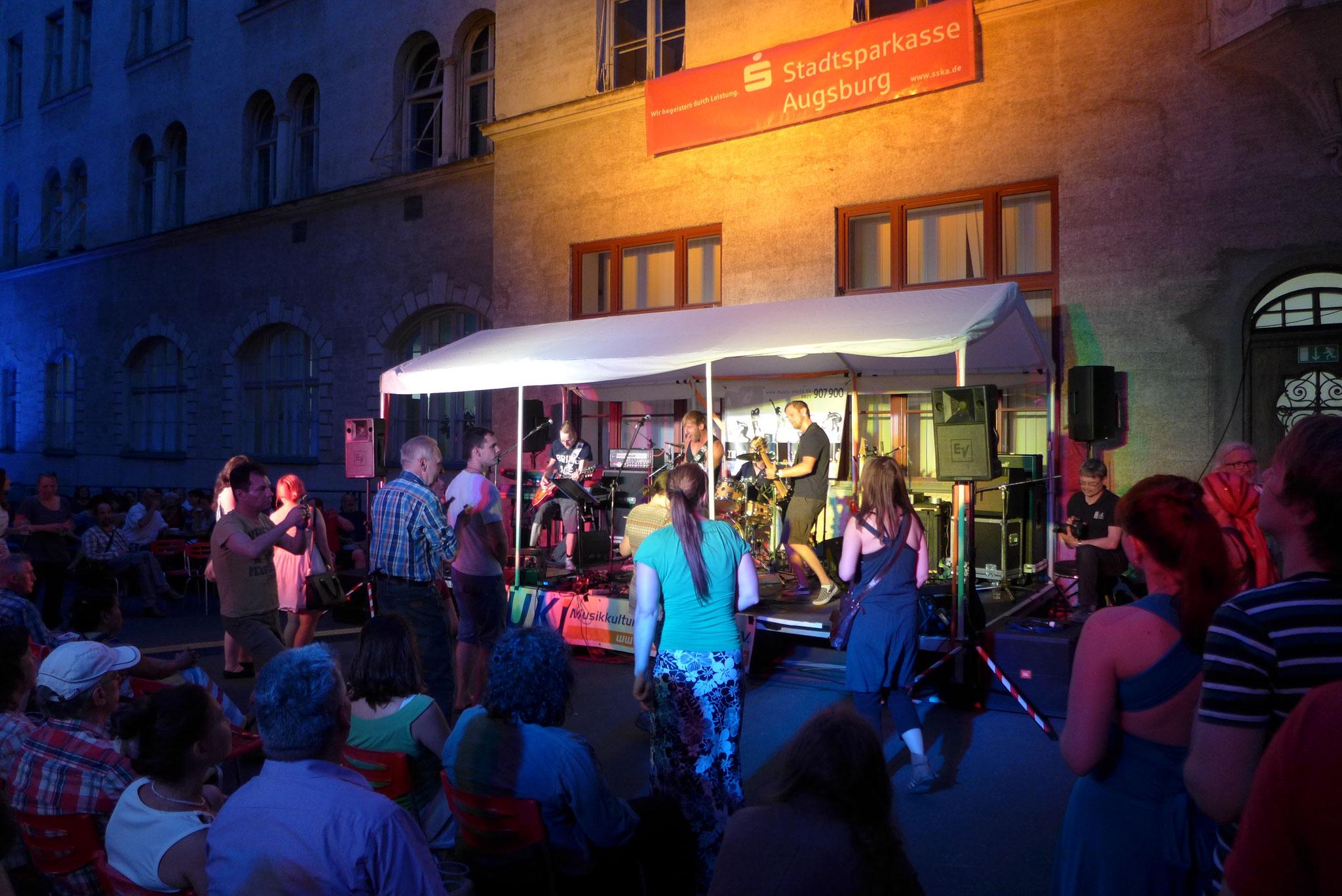 Konzerte im Bürgerhof 03.07.15 No Rules - Freiwilligen-Zentrum Augsburg - Foto: Christoph Urban