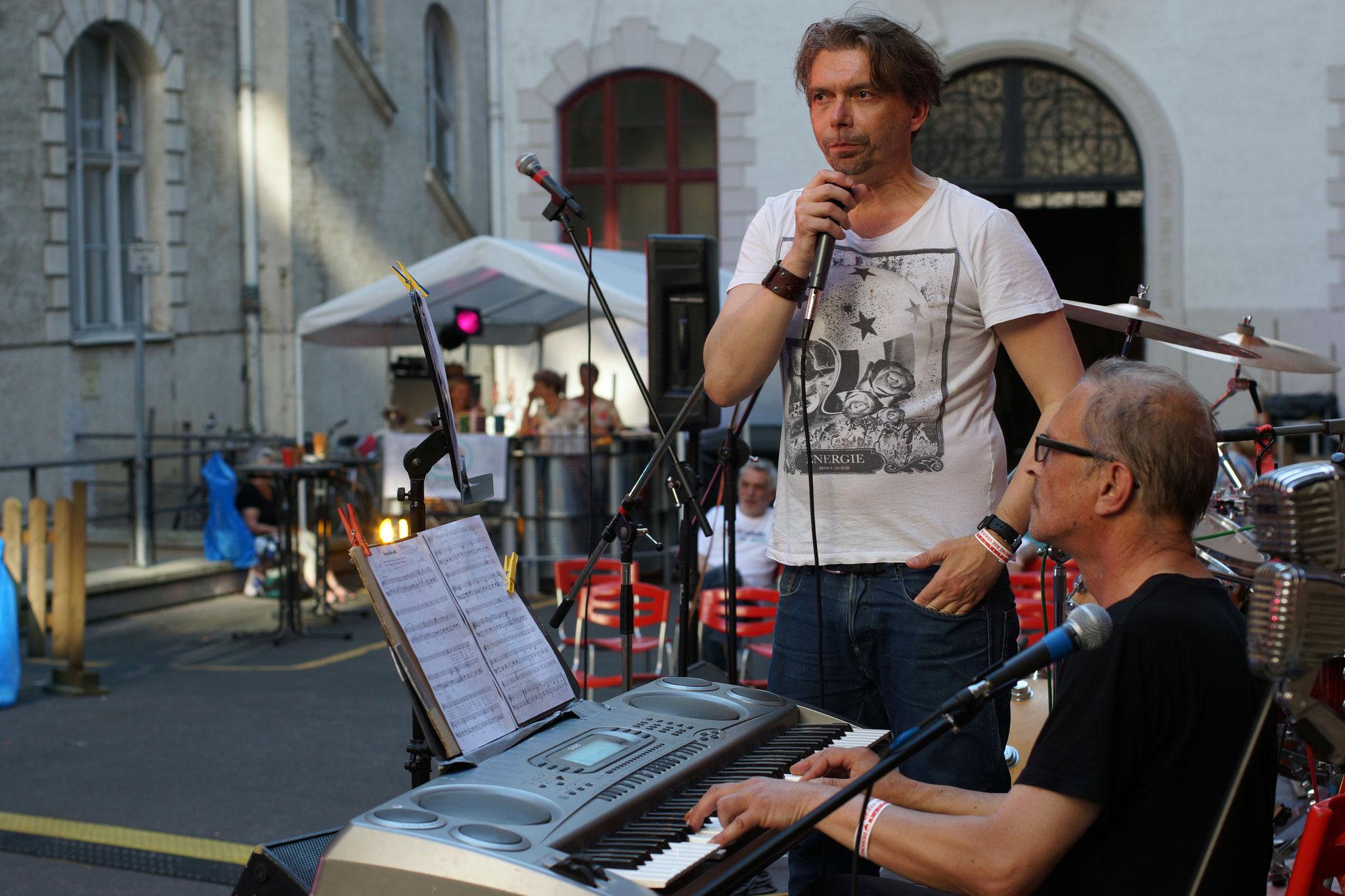Konzerte im Bürgerhof 02.07.15 Rauchen verboten - Freiwilligen-Zentrum Augsburg - Foto: Crayfish