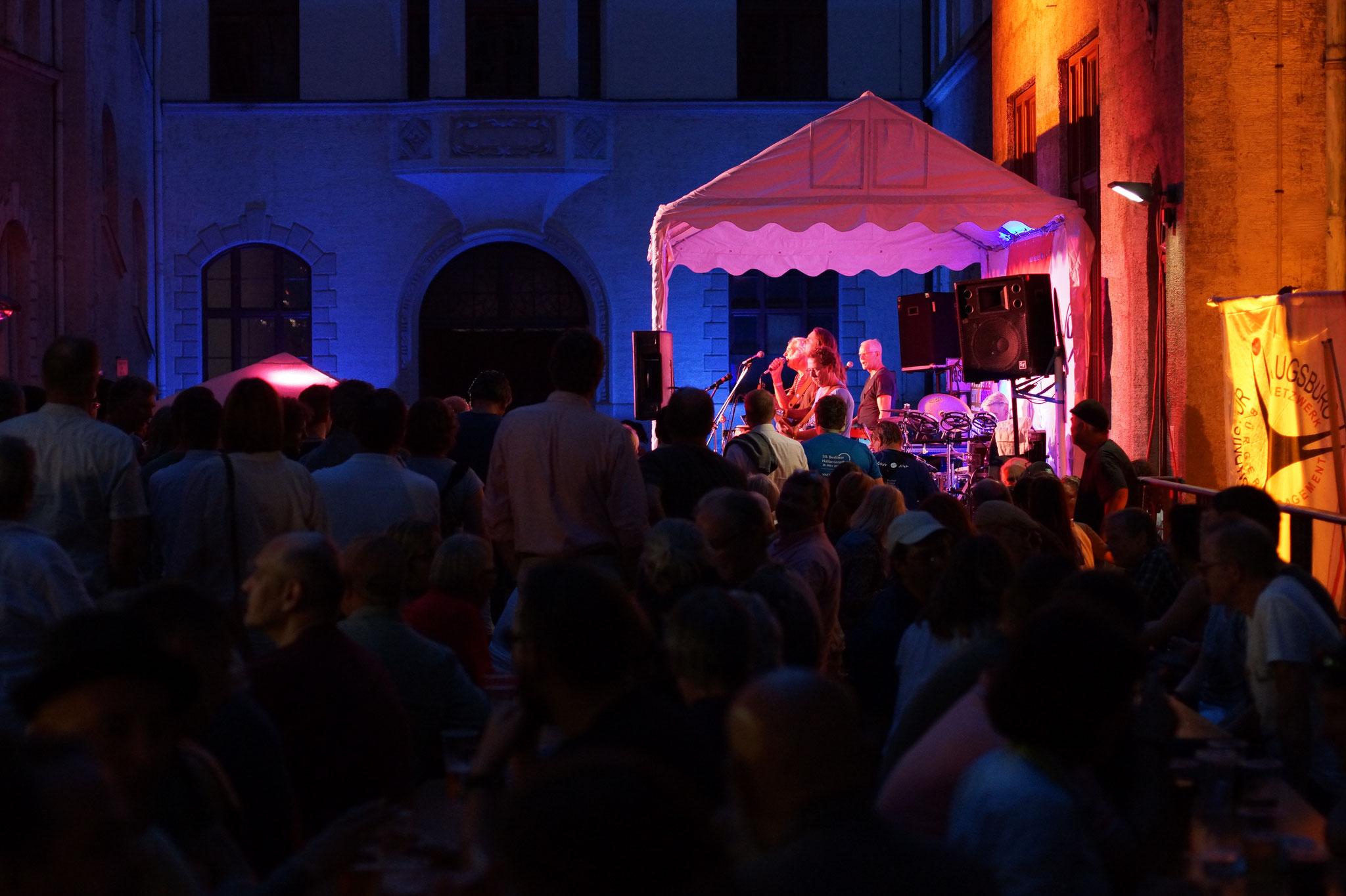 Konzerte im Bürgerhof 07.07.17 - Freiwilligen-Zentrum Augsburg - Foto: Crayfish