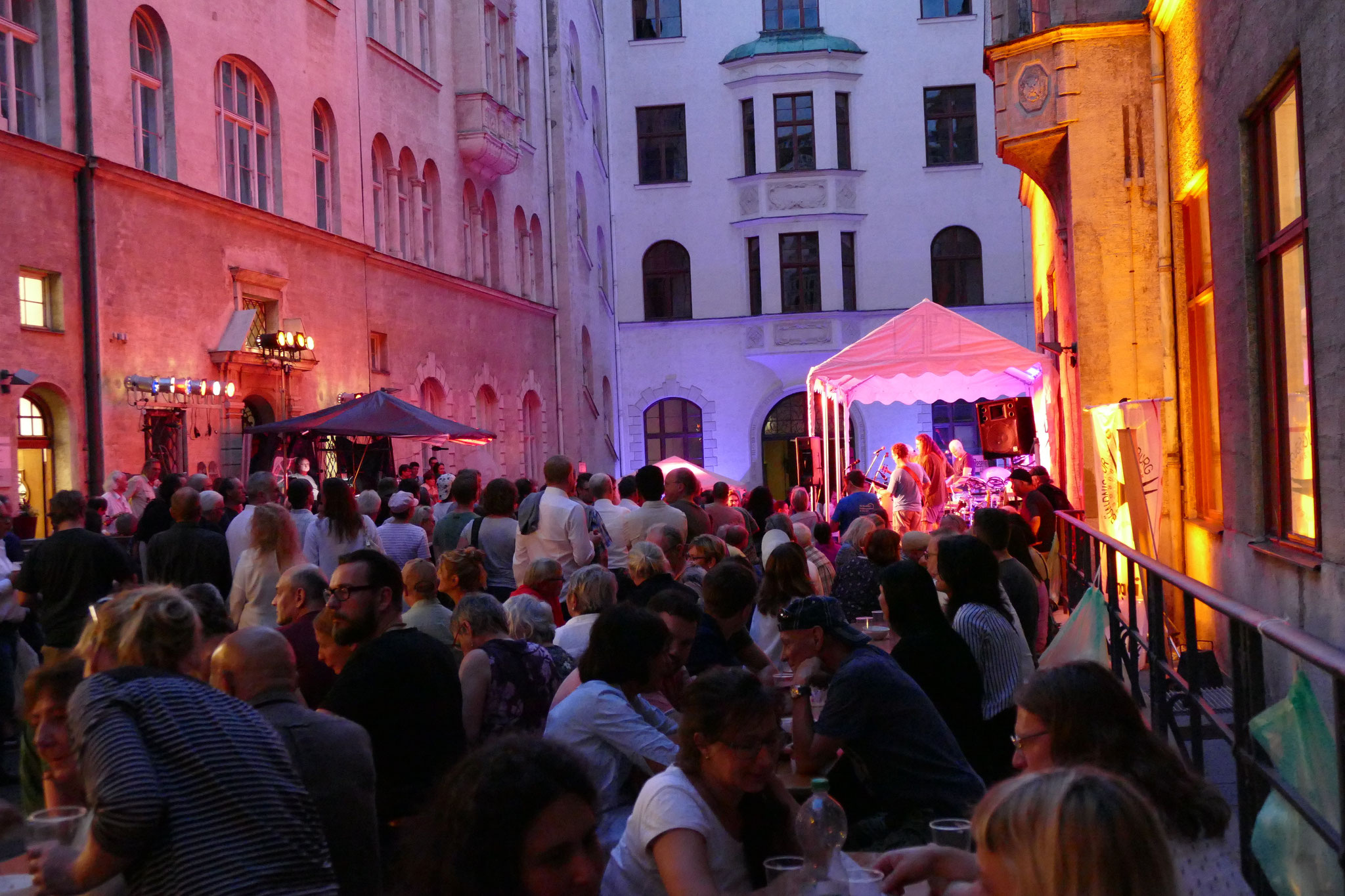 Konzerte im Bürgerhof 07.07.17 - Freiwilligen-Zentrum Augsburg - Foto: Christoph Urban