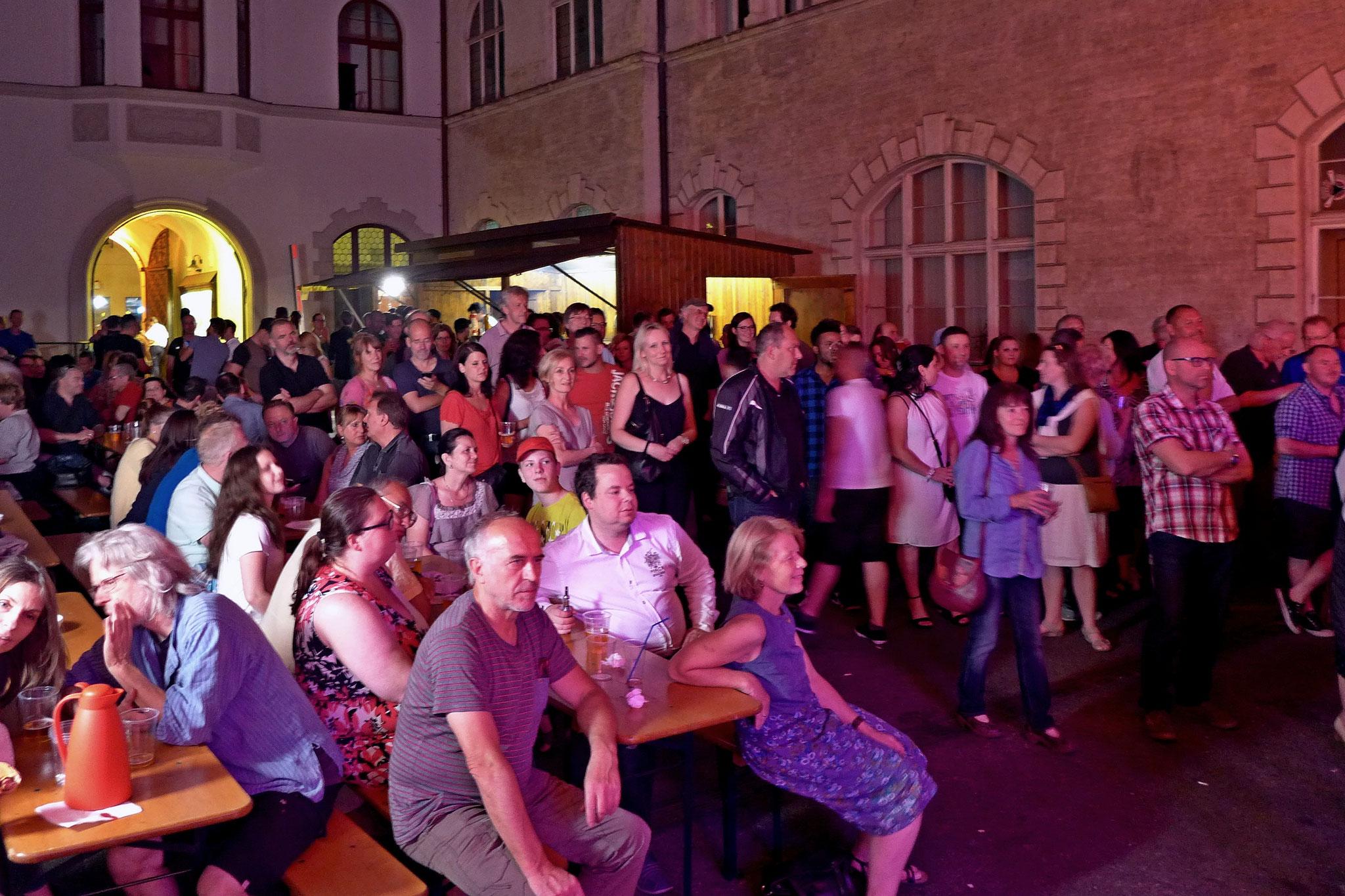 Konzerte im Bürgerhof 08.07.16 - Freiwilligen-Zentrum Augsburg - Foto: Christoph Urban