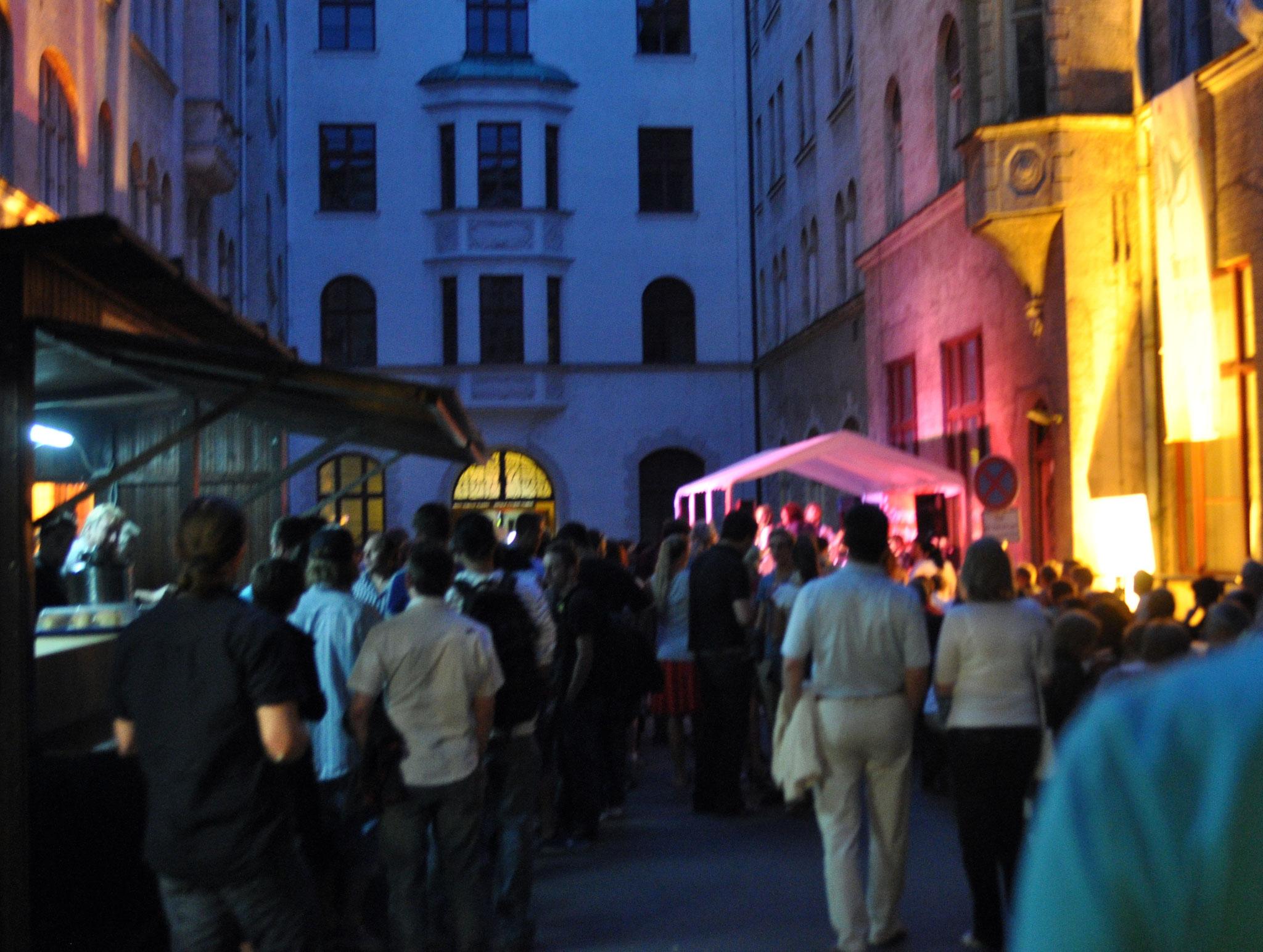 Konzerte im Bürgerhof 16.07.11 - Freiwilligen-Zentrum Augsburg - Foto: Martin Schönberger