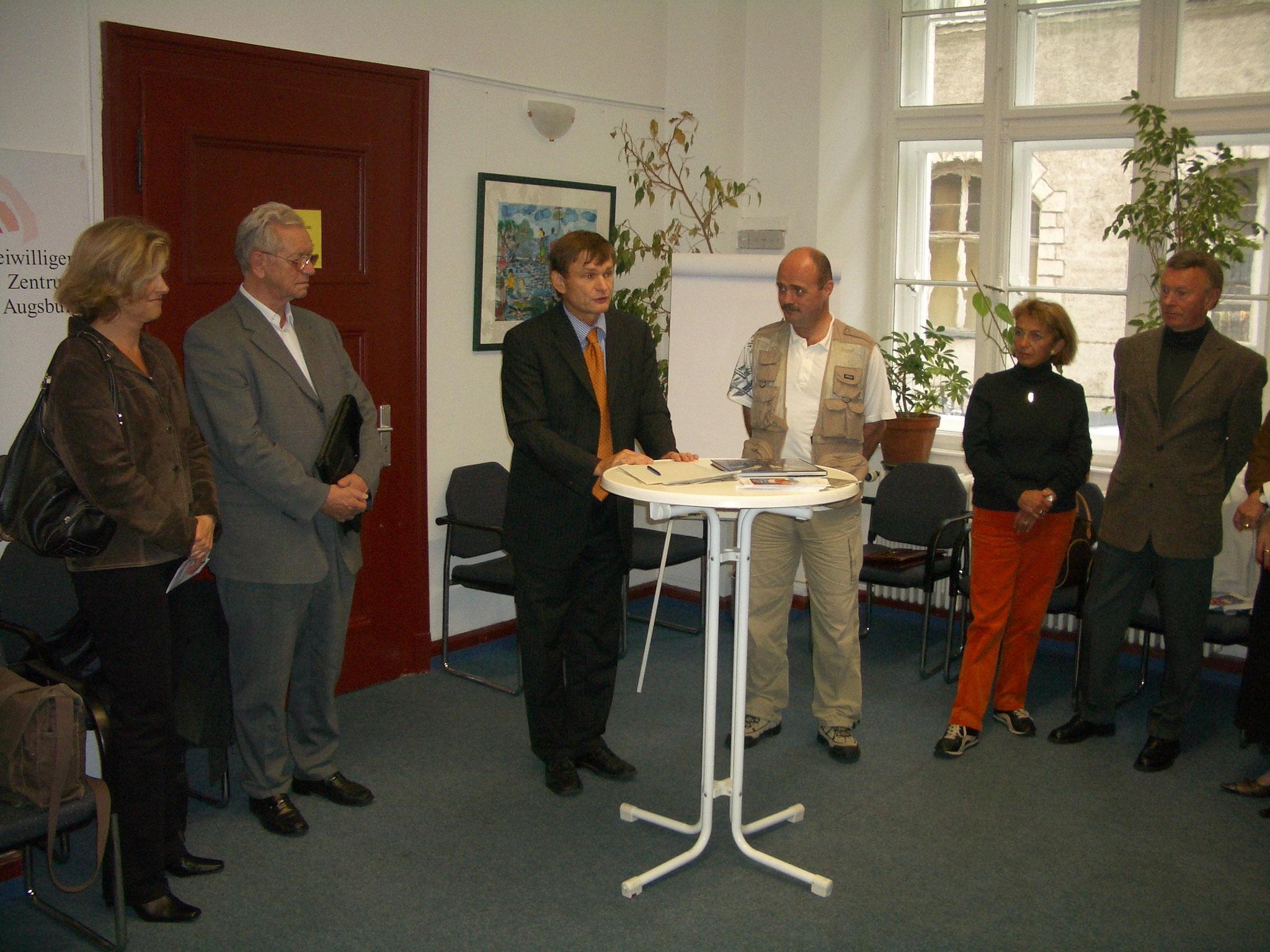 "Bürgertreff 29.09.05 ""Aktionsbündnis Augsburg-Asien"" - Foto: Wolfgang F. Lightmaster - Freiwilligen-Zentrum Augsburg"