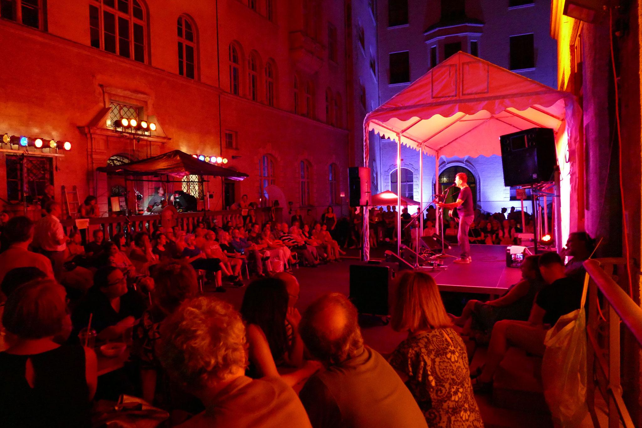 Konzerte im Bürgerhof 06.07.17 Byron - Freiwilligen-Zentrum Augsburg - Foto: Christoph Urban