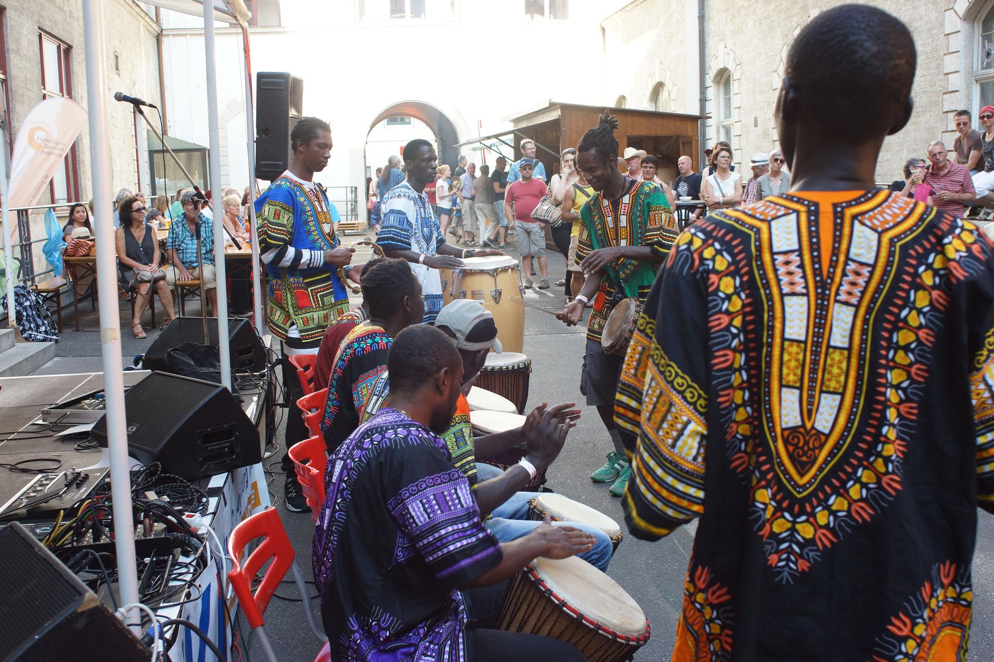 Konzerte im Bürgerhof 03.07.15 Africans - Freiwilligen-Zentrum Augsburg - Foto: Crayfish