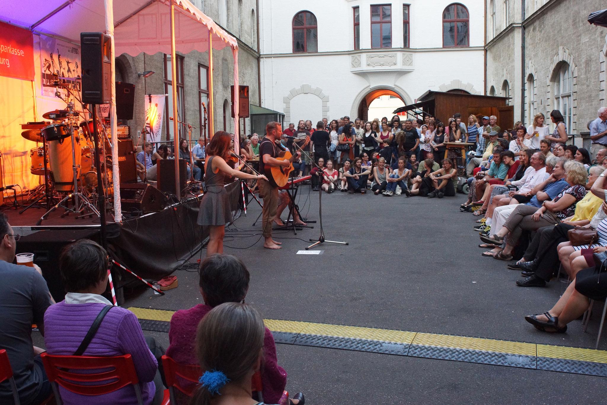 "Konzerte im Bürgerhof 09.07.16 ""a little bit of all"" - Freiwilligen-Zentrum Augsburg - Foto: Crayfish"
