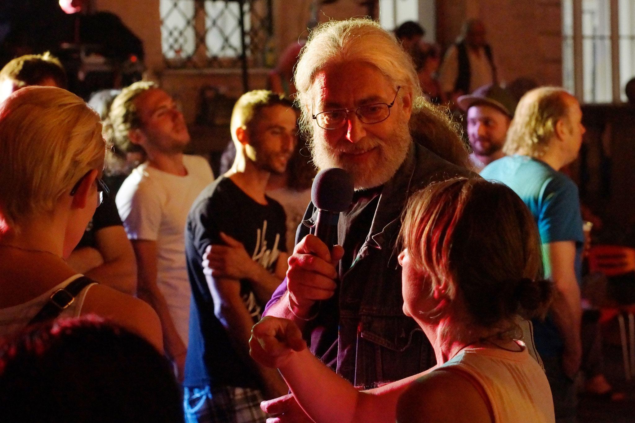 Konzerte im Bürgerhof 03.07.15 Wolfgang F. Lightmaster - Freiwilligen-Zentrum Augsburg - Foto: Crayfish