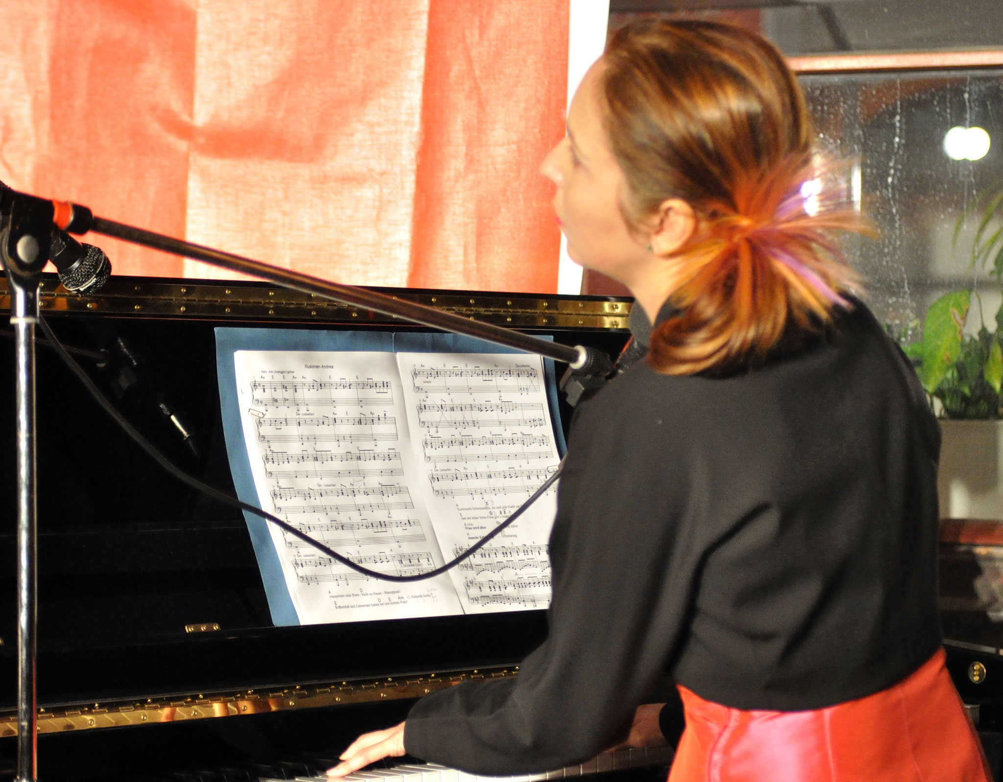 Konzerte im Bürgerhof 14.07.11 Die Neuros´n - Andrea Geis und Ulla Meyer - Freiwilligen-Zentrum Augsburg - Foto: Martin Schönberger