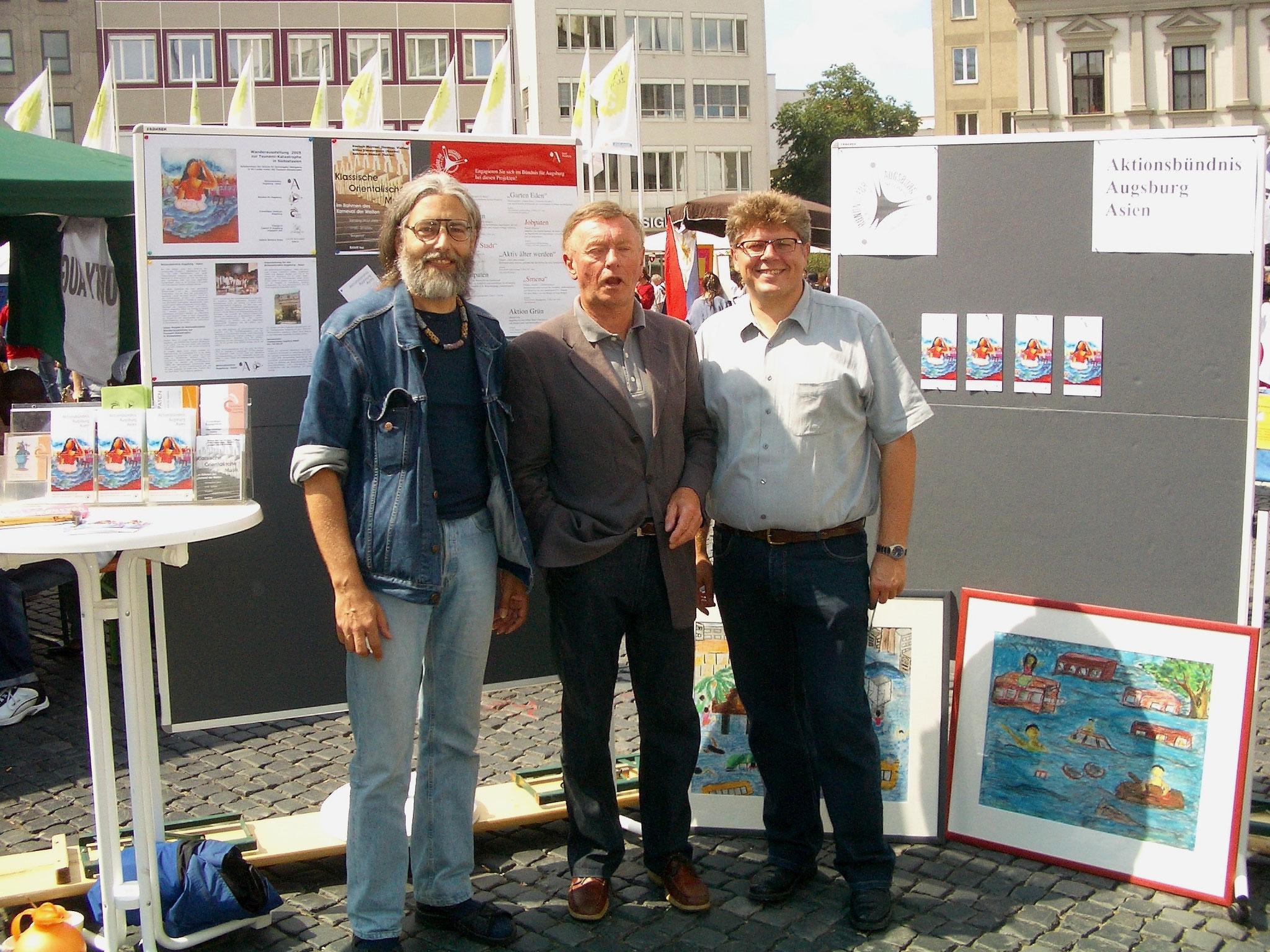 Freiwilligen-Zentrum Augsburg - Tsunami-Wanderausstellung 2005 Vorstellung Rathausplatz - Foto: Wolfgang F. Lightmaster