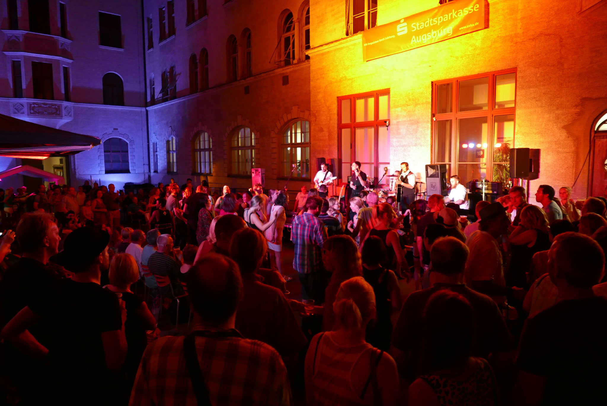 Konzerte im Bürgerhof 02.07.15 The Kickstarters - Freiwilligen-Zentrum Augsburg - Foto: Christoph Urban