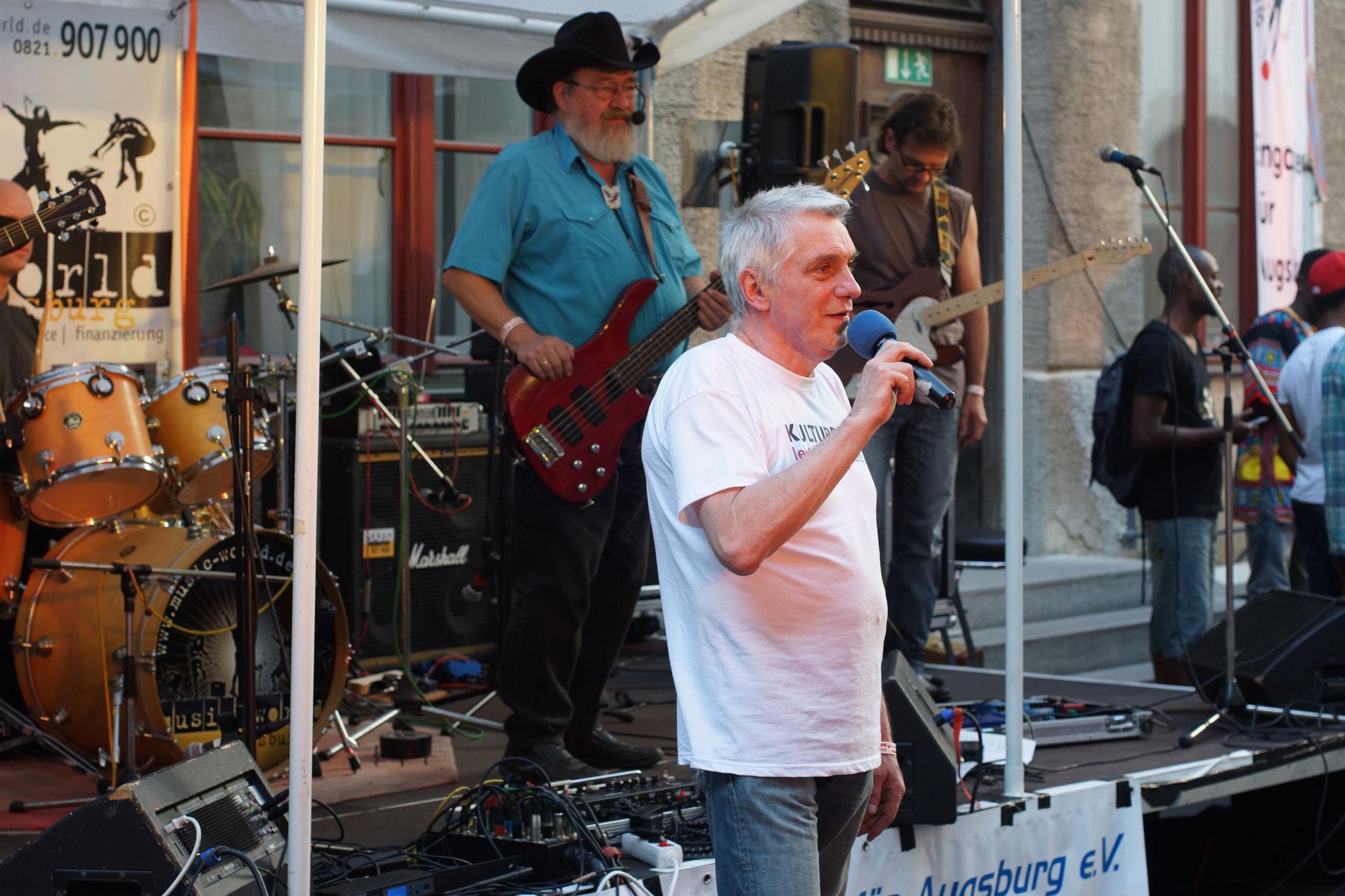 Konzerte im Bürgerhof 03.07.15 Jürgen Gebhardt - Freiwilligen-Zentrum Augsburg - Foto: Crayfish