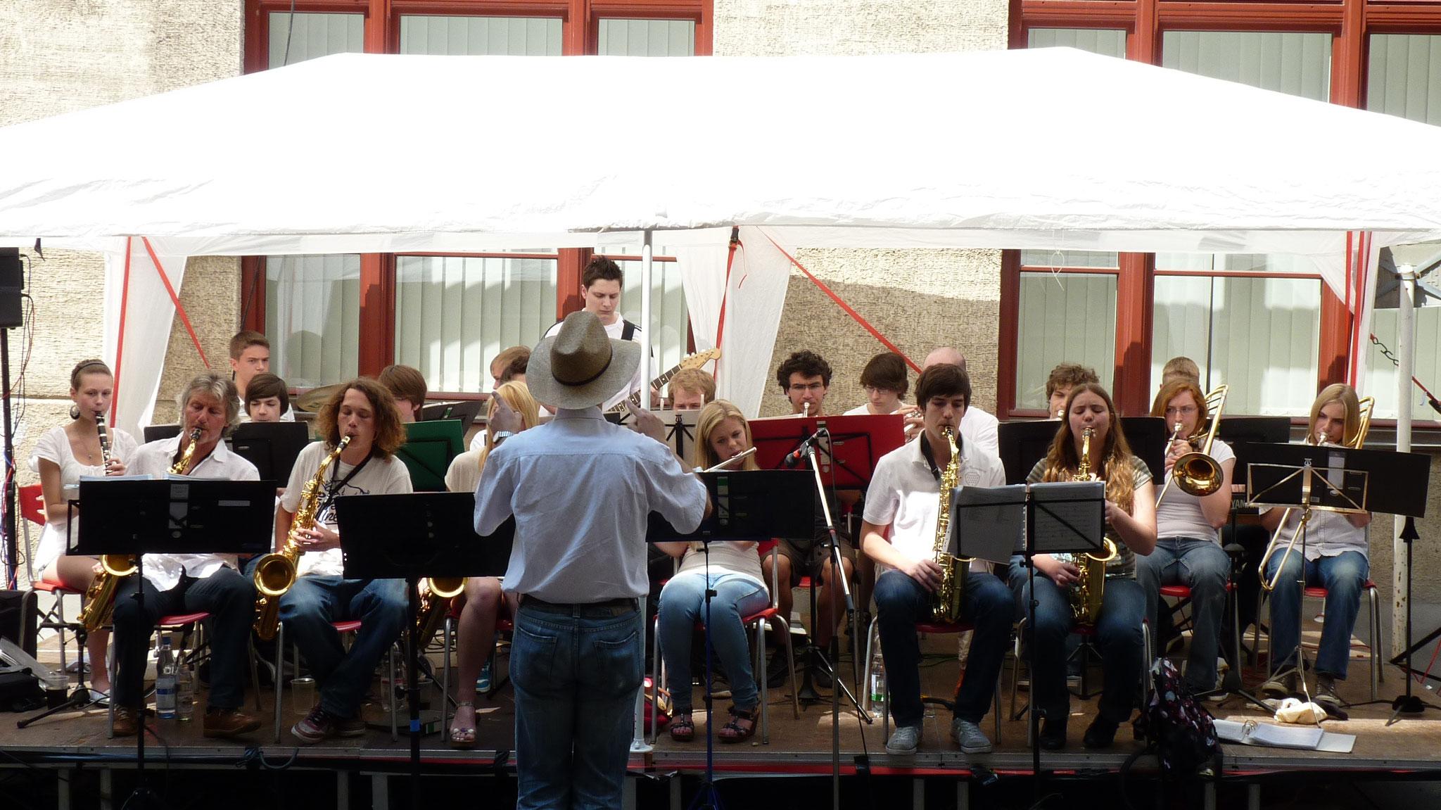 Konzerte im Bürgerhof 26.06.10 Big Band des Rudolf-Diesel-Gymnasiums Augsburg - Freiwilligen-Zentrum Augsburg - Foto: Martin Schönberger