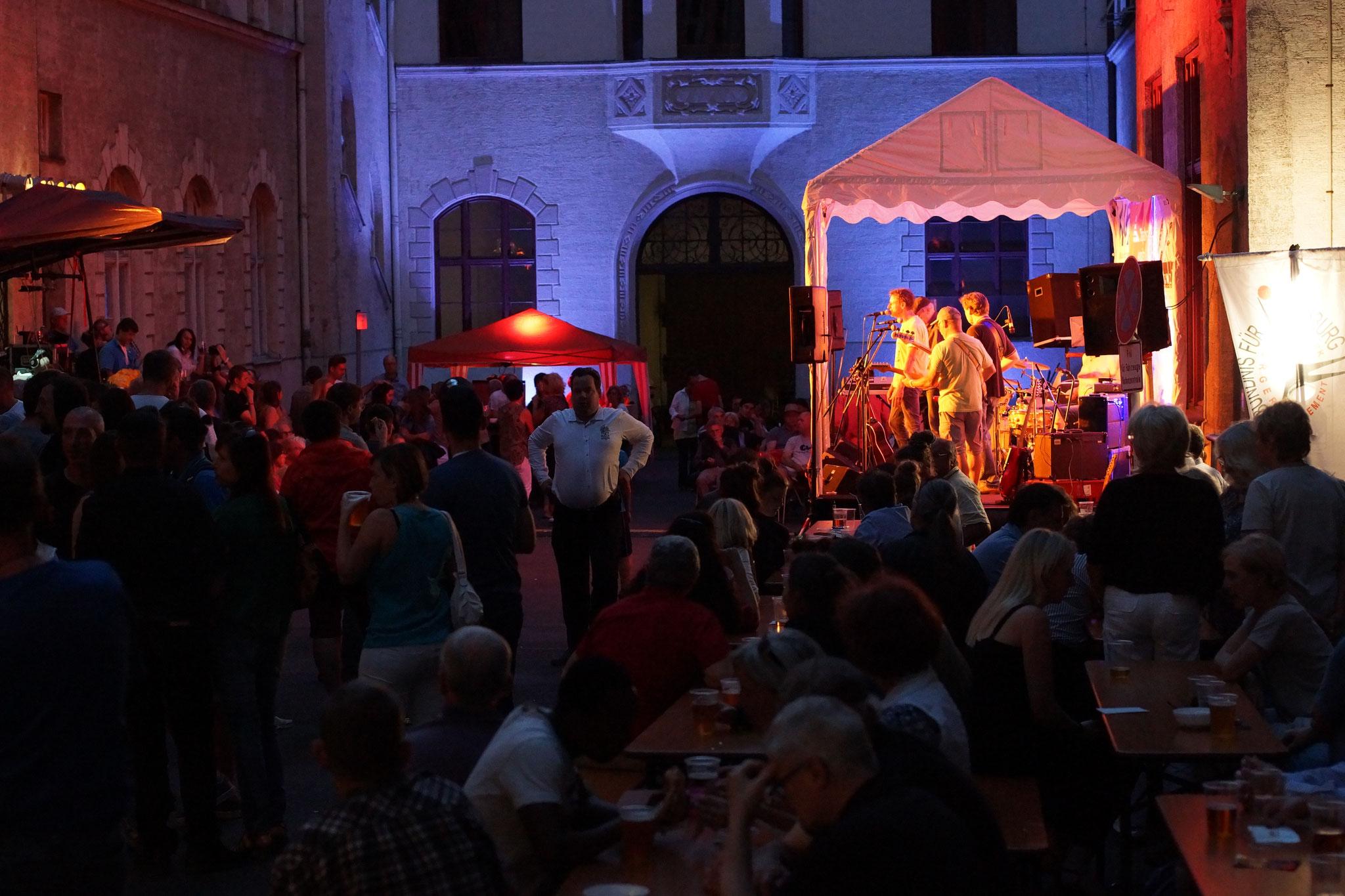Konzerte im Bürgerhof 08.07.16 - Freiwilligen-Zentrum Augsburg - Foto: Crayfish