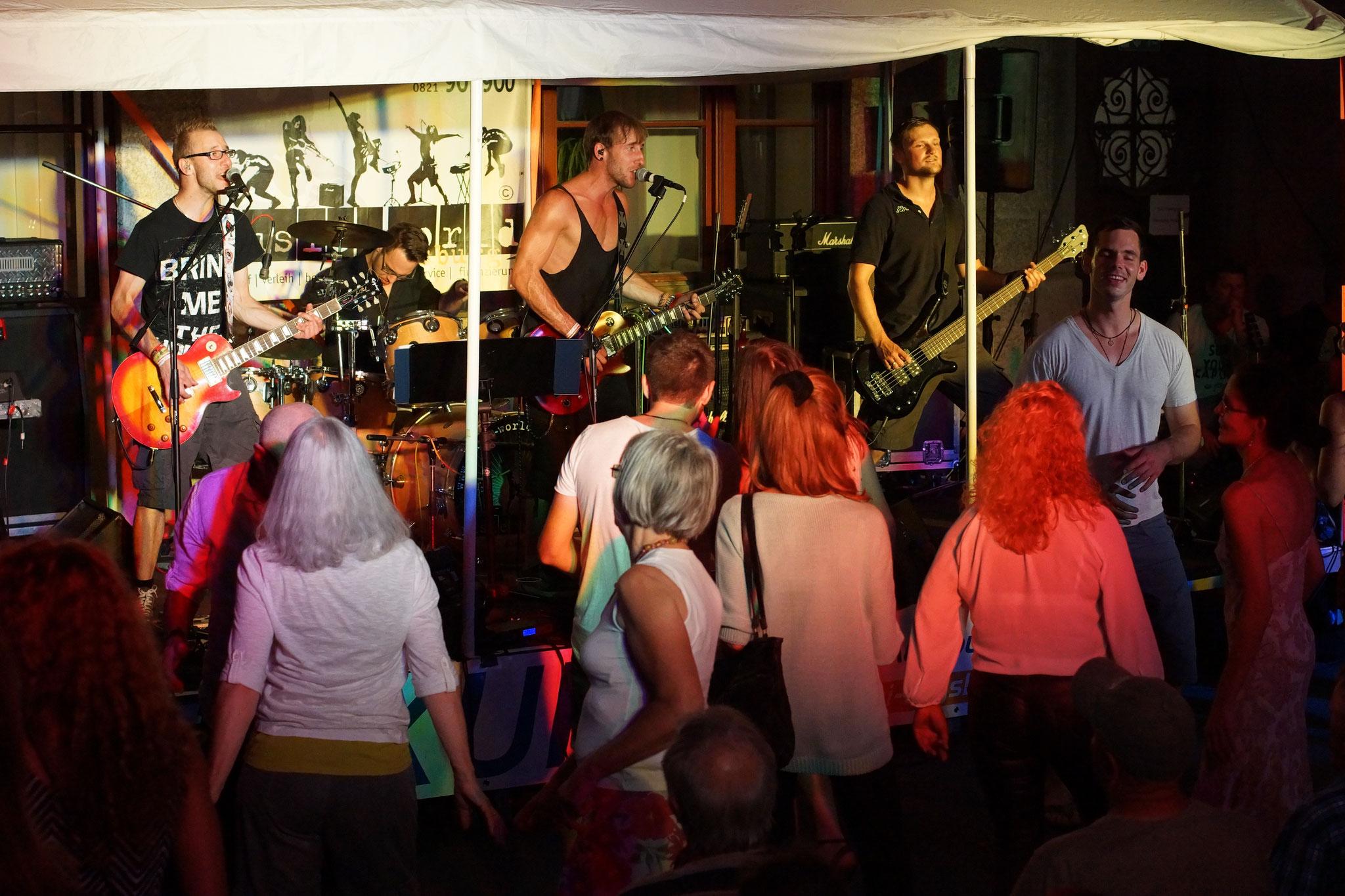 Konzerte im Bürgerhof 03.07.15 No Rules - Freiwilligen-Zentrum Augsburg - Foto: Crayfish