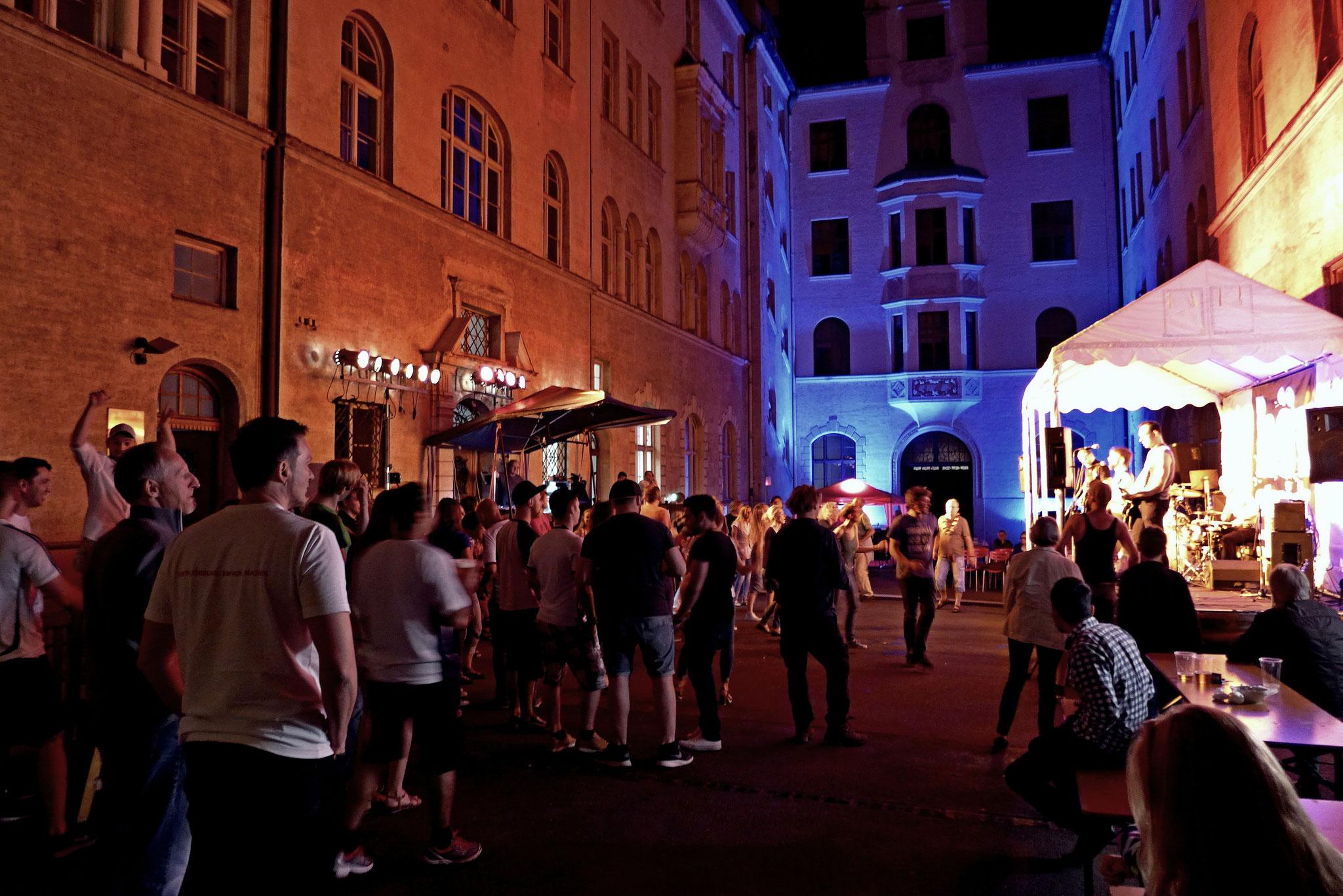 Konzerte im Bürgerhof 07.07.16 - Freiwilligen-Zentrum Augsburg - Foto: Christoph Urban