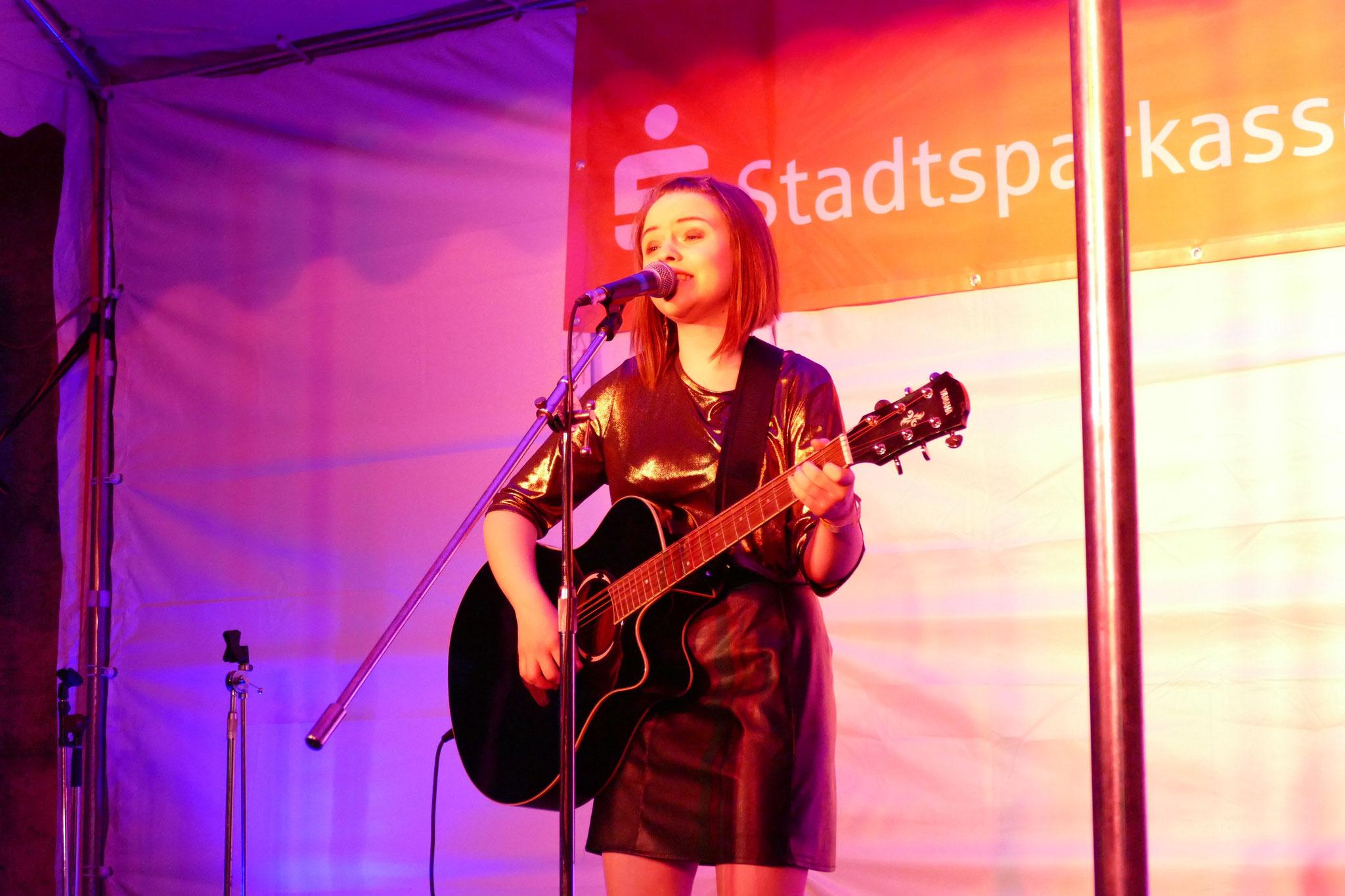 Konzerte im Bürgerhof 06.07.17 Stacia - Freiwilligen-Zentrum Augsburg - Foto: Christoph Urban