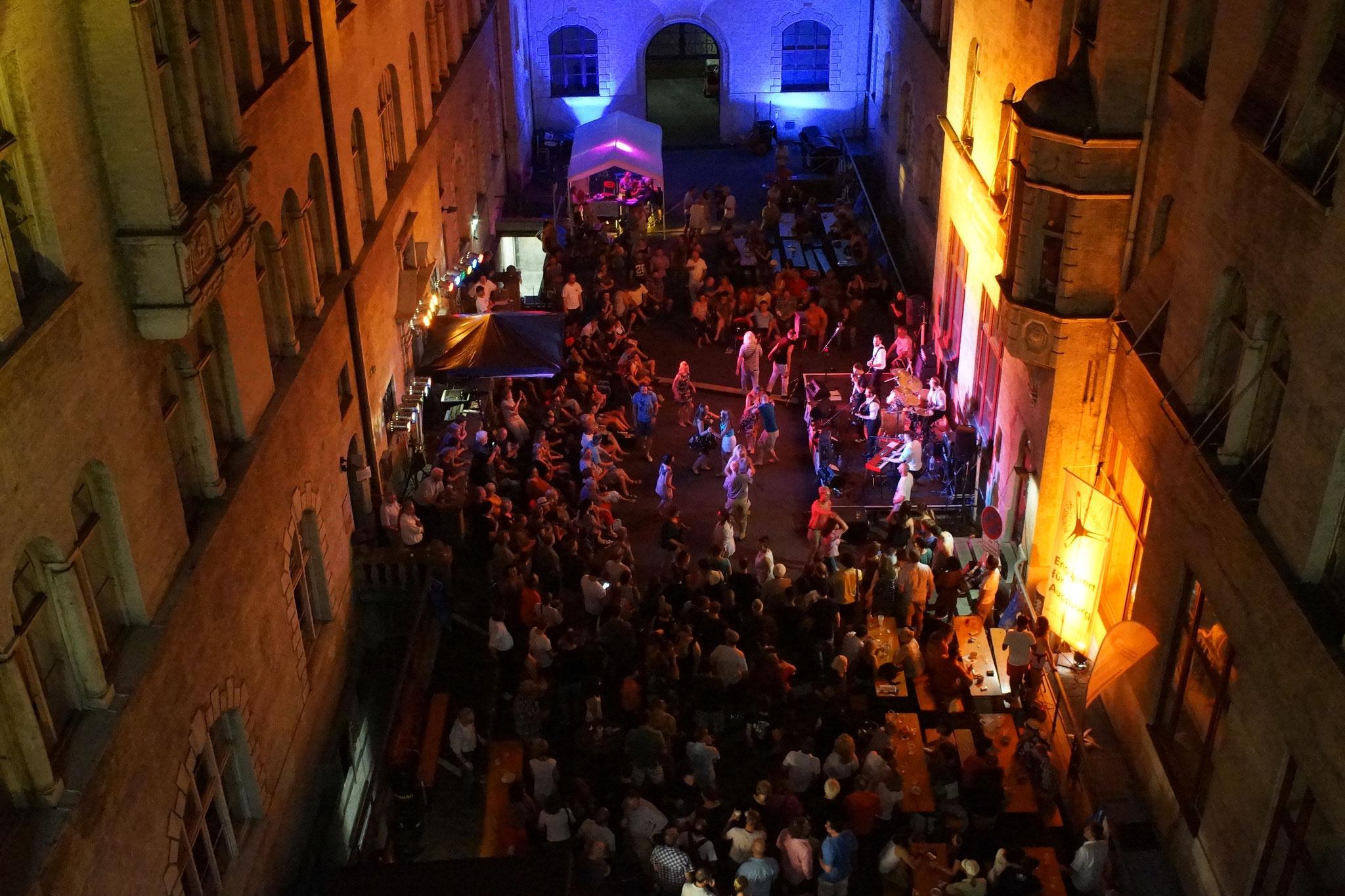 Konzerte im Bürgerhof 02.07.15 - Freiwilligen-Zentrum Augsburg - Foto: Crayfish