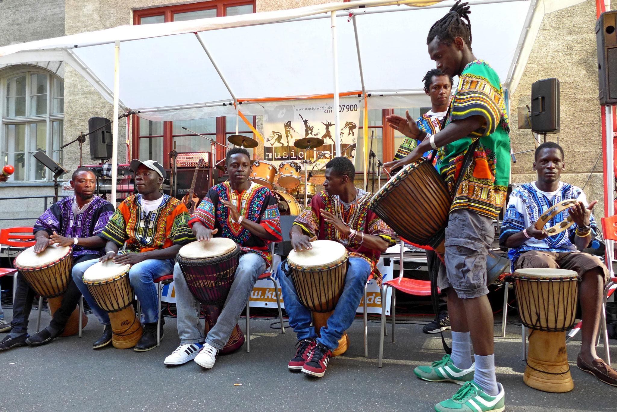 Konzerte im Bürgerhof 03.07.15 Africans - Freiwilligen-Zentrum Augsburg - Foto: Christoph Urban